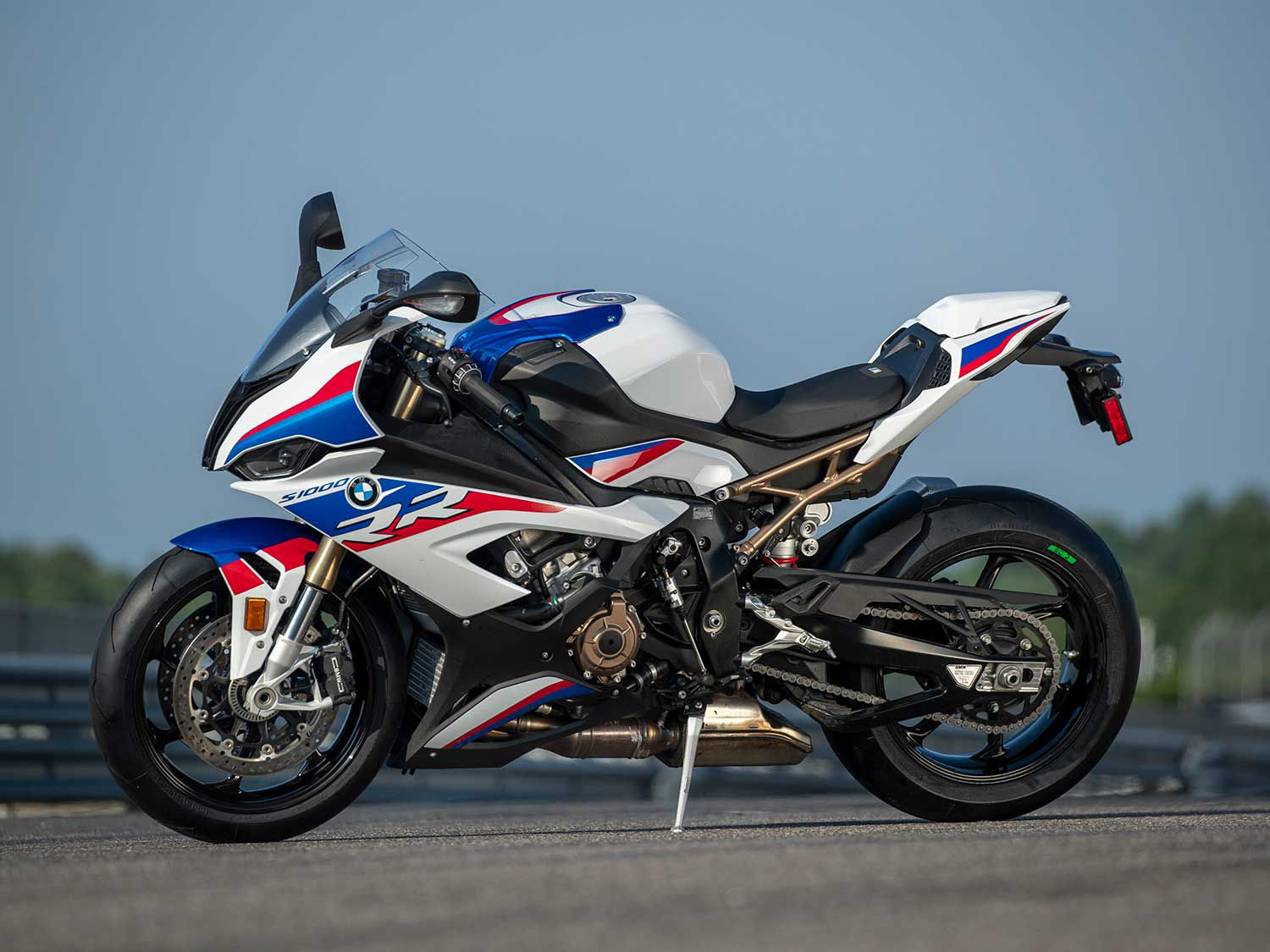 In this episode of <em>MC Commute</em> we go for a ride on BMW's fully overhauled S 1000 RR superbike.