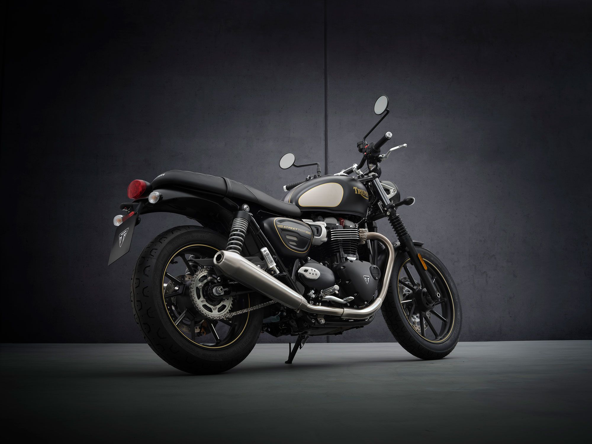 The Street Twin Gold Line limited edition features hand-painted pinstriping.