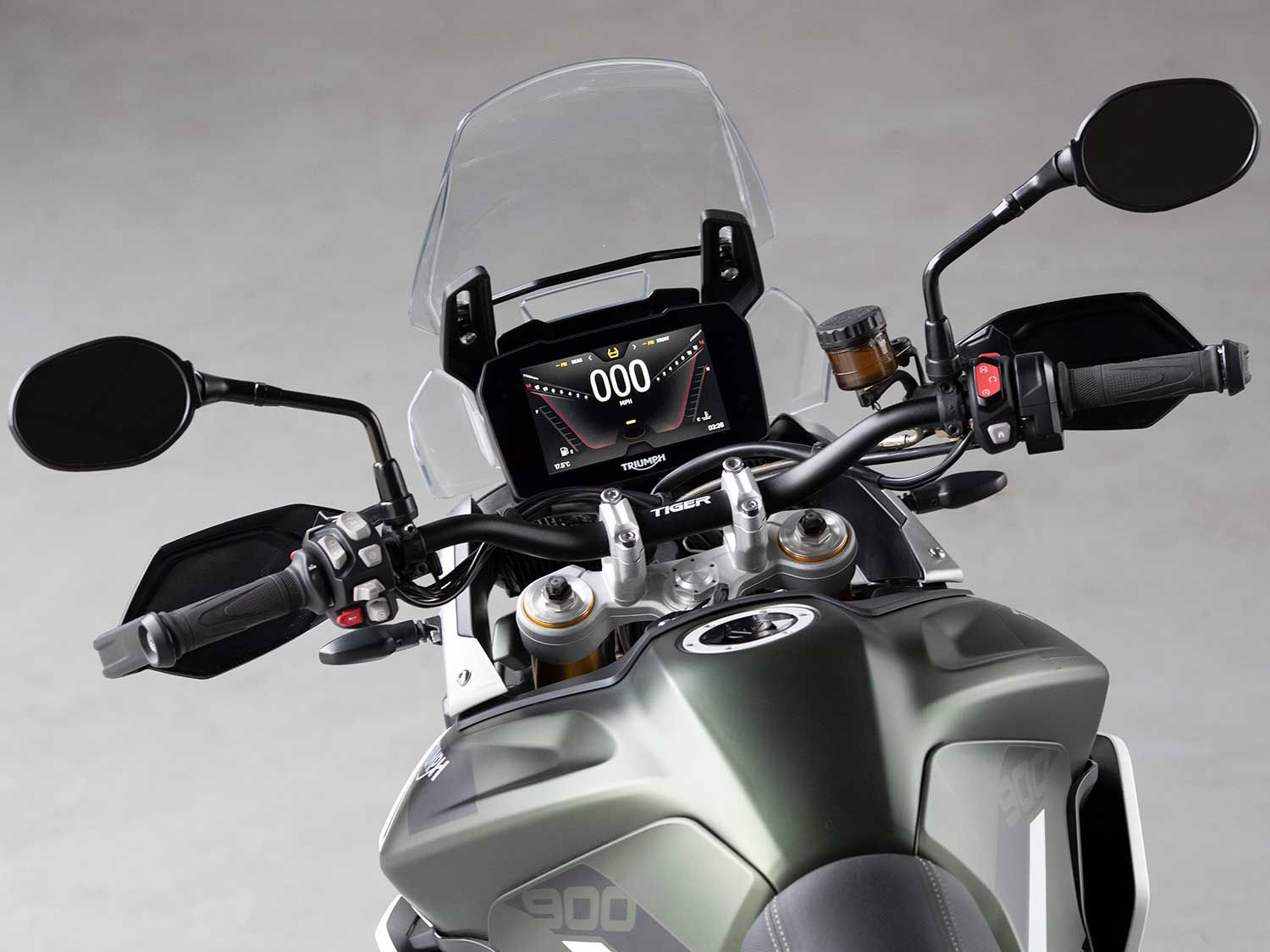 Up-spec Tiger 900s come outfitted with a 7-inch color TFT display. The base version uses a 5-inch panel.