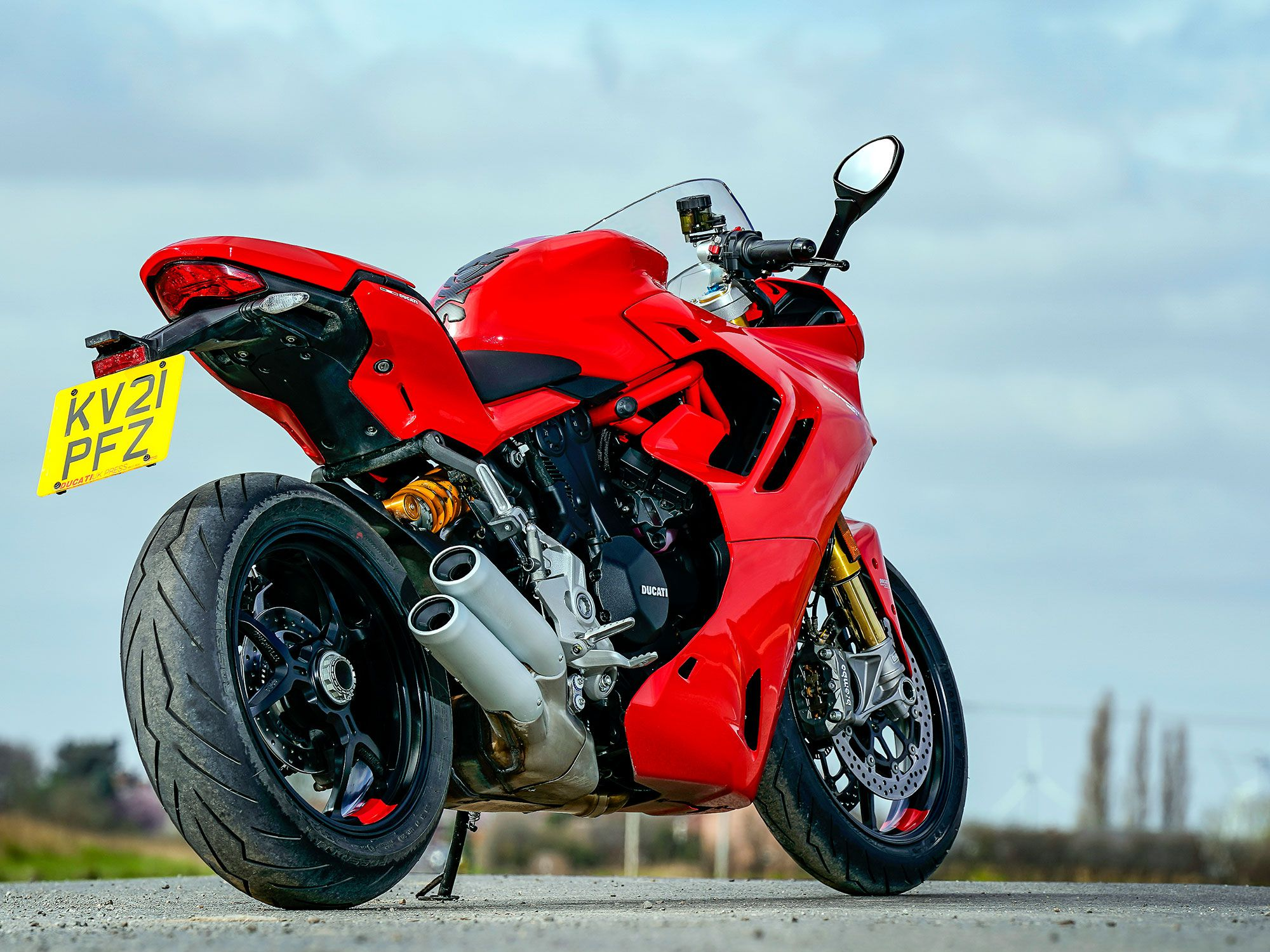 The IMU is linked to the EVO rider aids, Bosch Cornering ABS, Ducati Traction Control (DTC), Ducati Wheelie Control (DWC), and even the Ducati Quckshifter up/down (DQS). The parameters of these rider aids are linked to the three rider modes: Sport, Touring, and Urban.