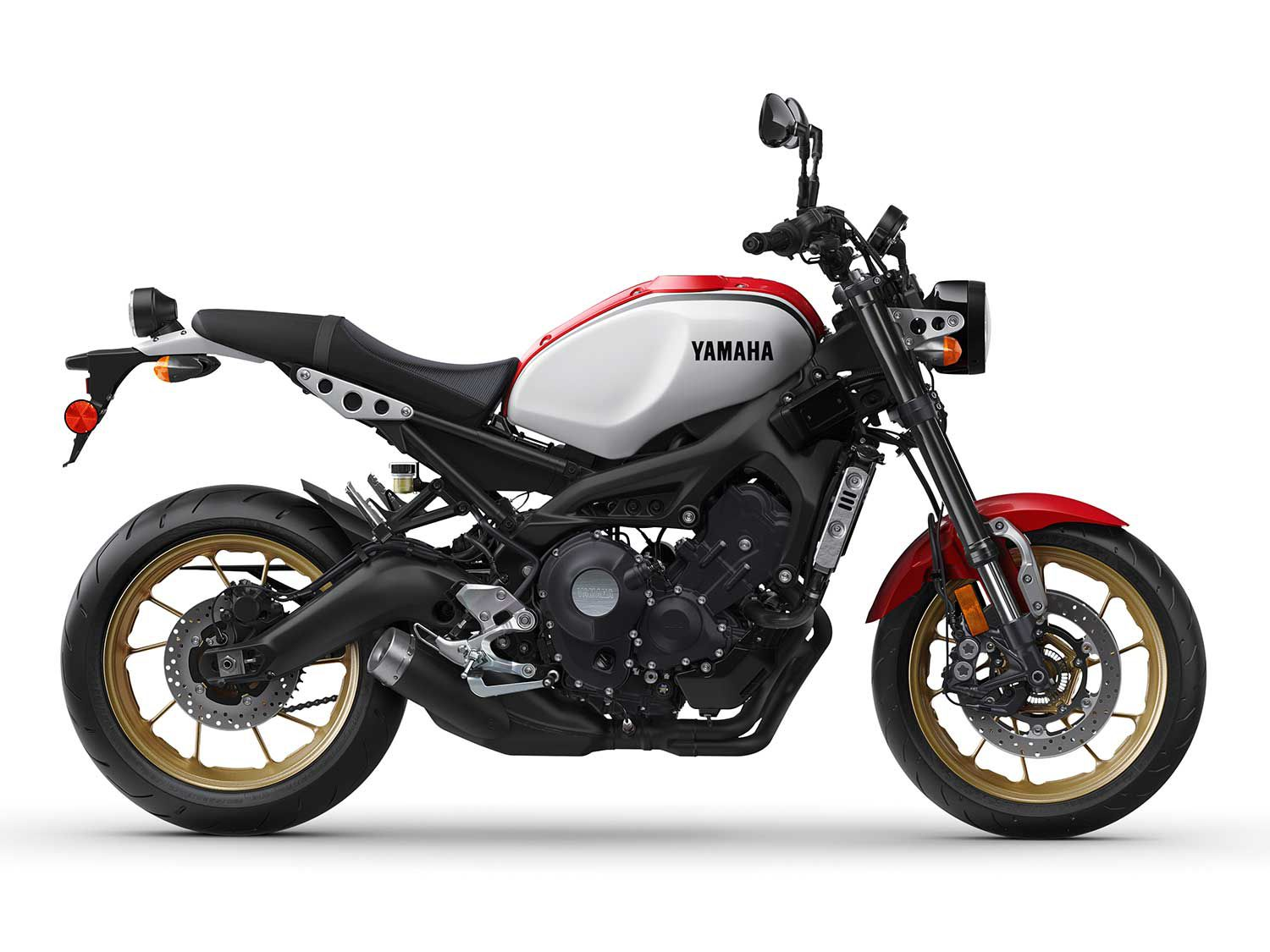 That Radical White/Rapid Red paint scheme is new for 2020 and graces both the XSR900 and XSR700 models.