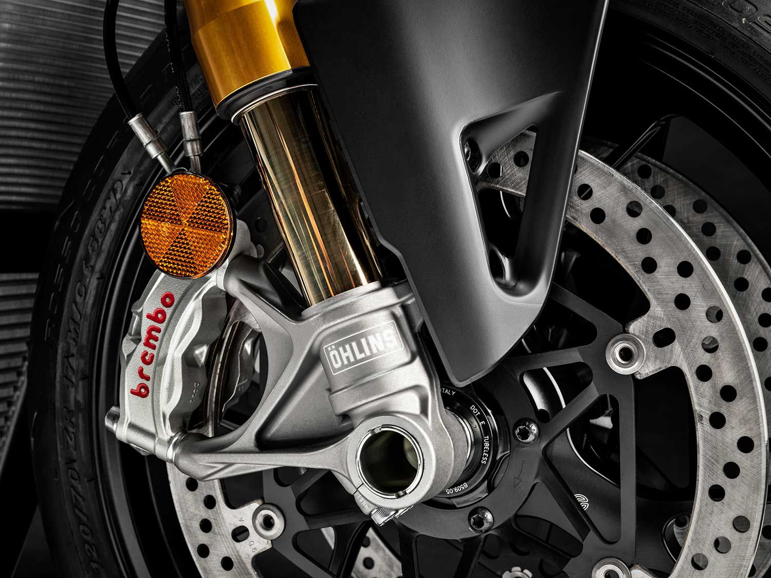 Both of the Streetfighter V4 models utilize a pair of 330mm semi-floating discs, radial-mount Brembo Monoblock Stylema (M4.30) four-piston calipers with Cornering ABS EVO.