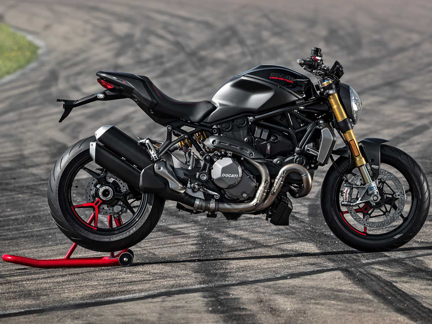 Conversely, the right side of the motorcycle is more tidy. We appreciate the Monster 1200 R-sourced tail and exhaust.