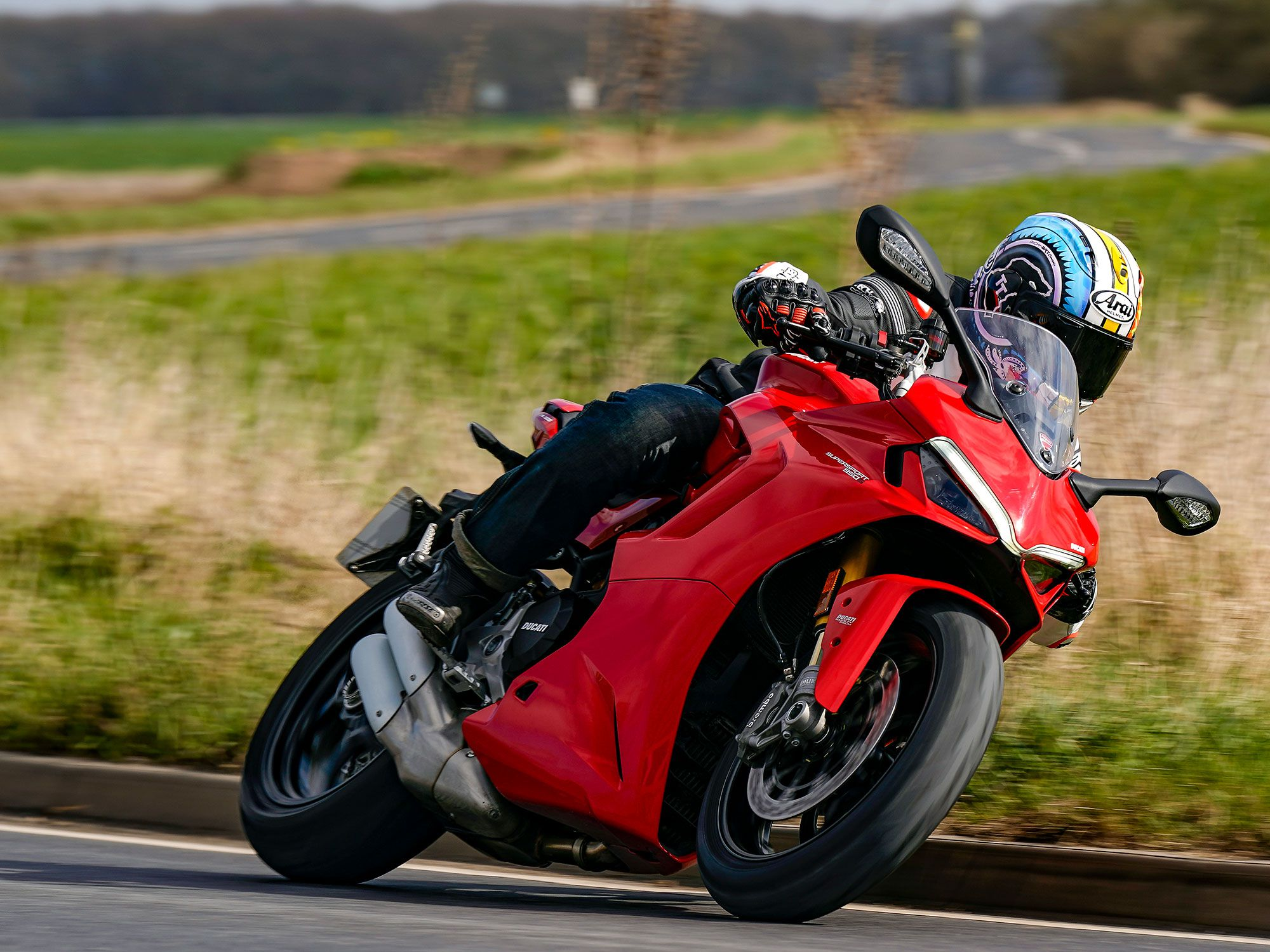 The SuperSport offers a sensible, softer alternative to those who loved Ducati styling, who possibly wanted a Panigale but rationally sought something more real world: an attractive road bike that wasn't going to break the bank balance but was still capable, even on the track.