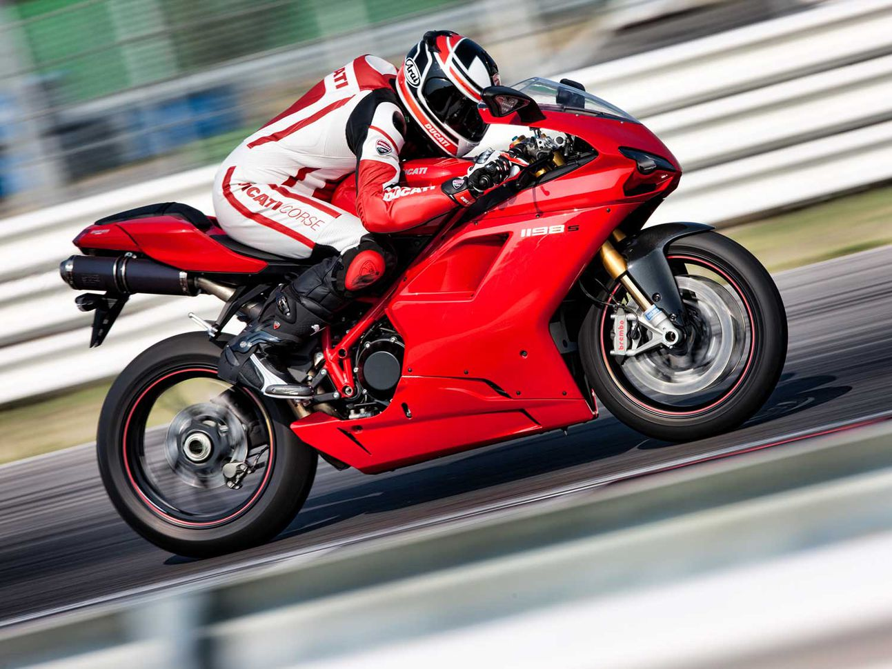 The Ducati 1198 series is the last superbike from Borgo Panigale to feature a trellis frame and rubber band V-twin.