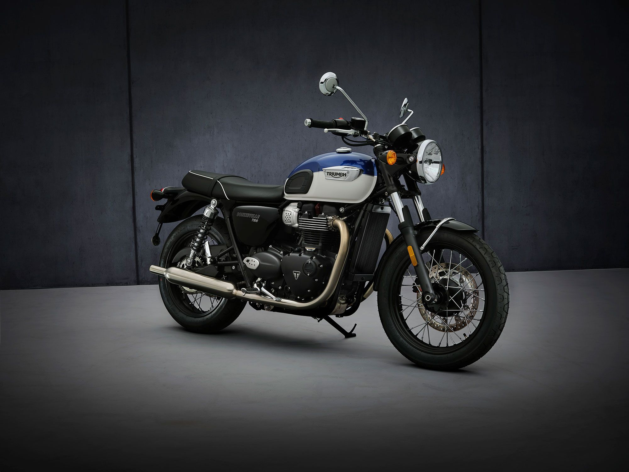 The Triumph T100 gets a power boost and better braking components in 2021.