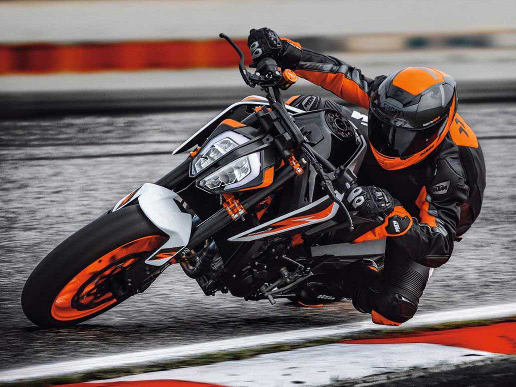 The KTM 890 Duke addresses some gripes we had with the 790 and appears to be a much more capable machine.