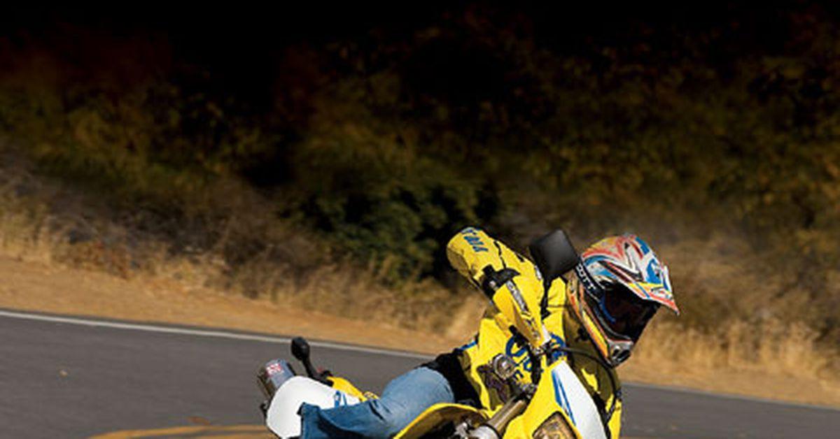 Suzuki DR-Z400SM | Streetbike Surgery | MC Garage | Motorcyclist