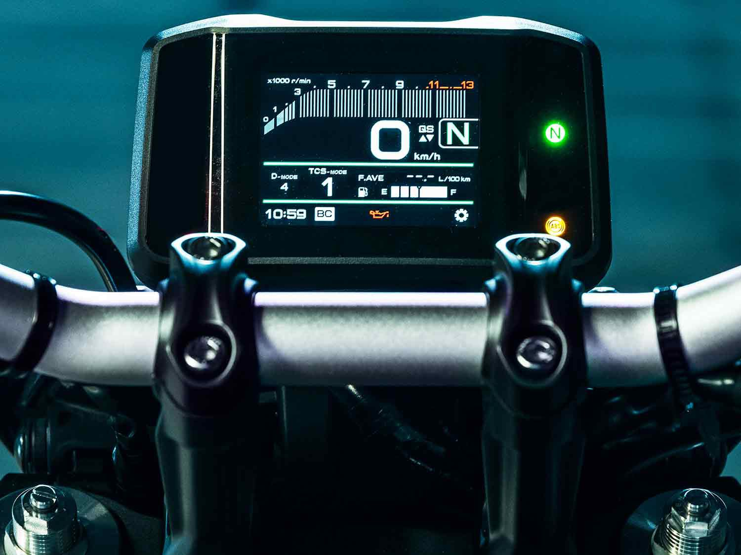 See all the ride info you need on the new 3.5-inch, full-color TFT instrument panel.