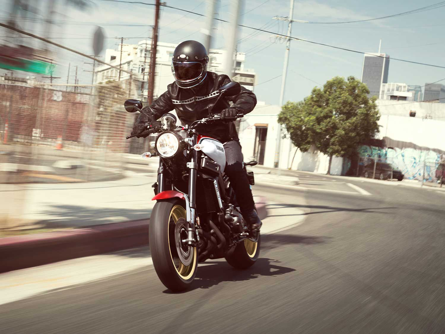 A pair of 298mm brake discs and four-piston calipers provide stopping power up front. ABS is standard on both XSR900 and XSR700 models.