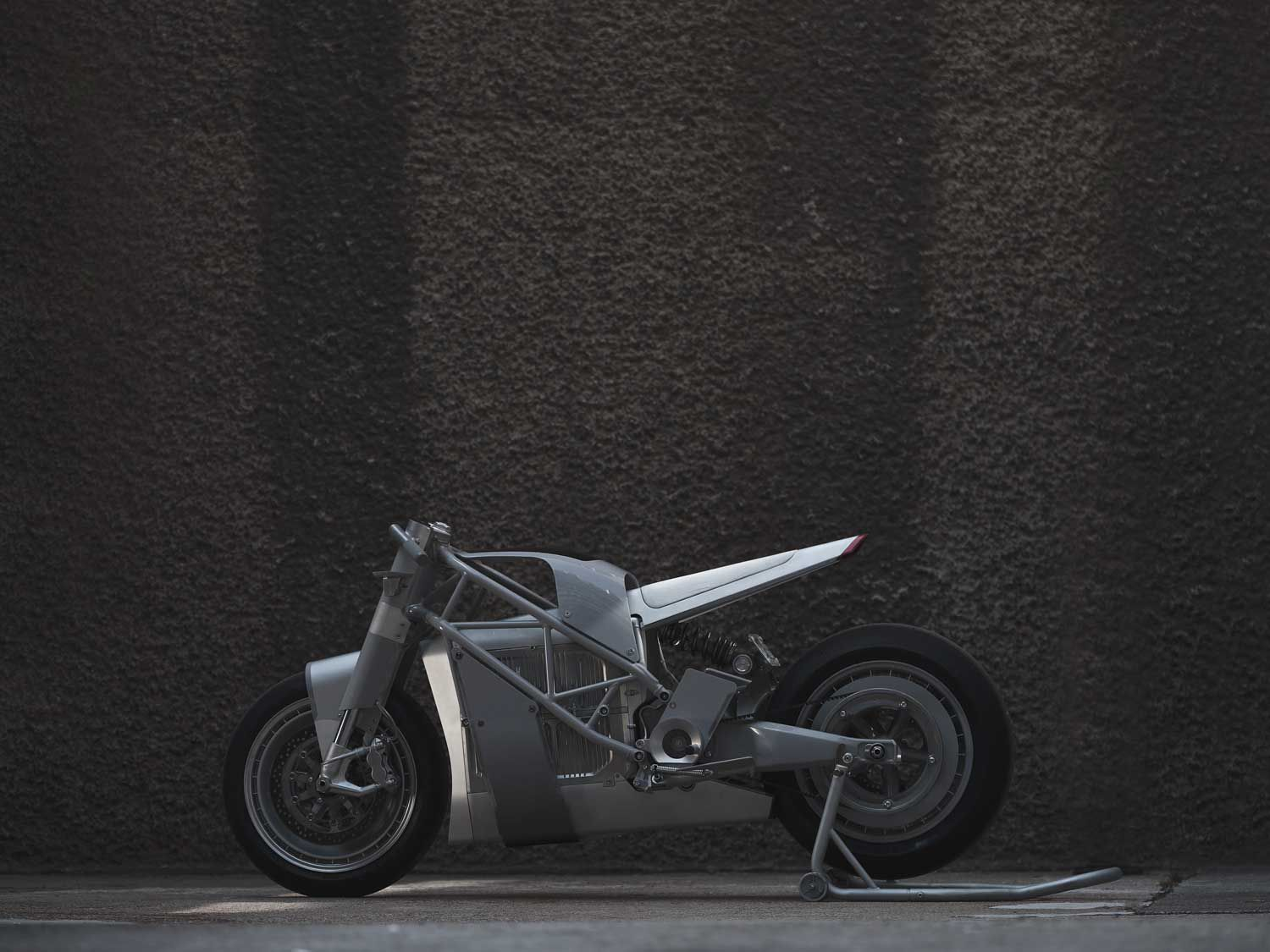 The Zero XP custom from Untitled Motorcycles features custom CNC'd 6061 aerospace aluminum for the seat shell, nose, bellypan, and fork brackets.