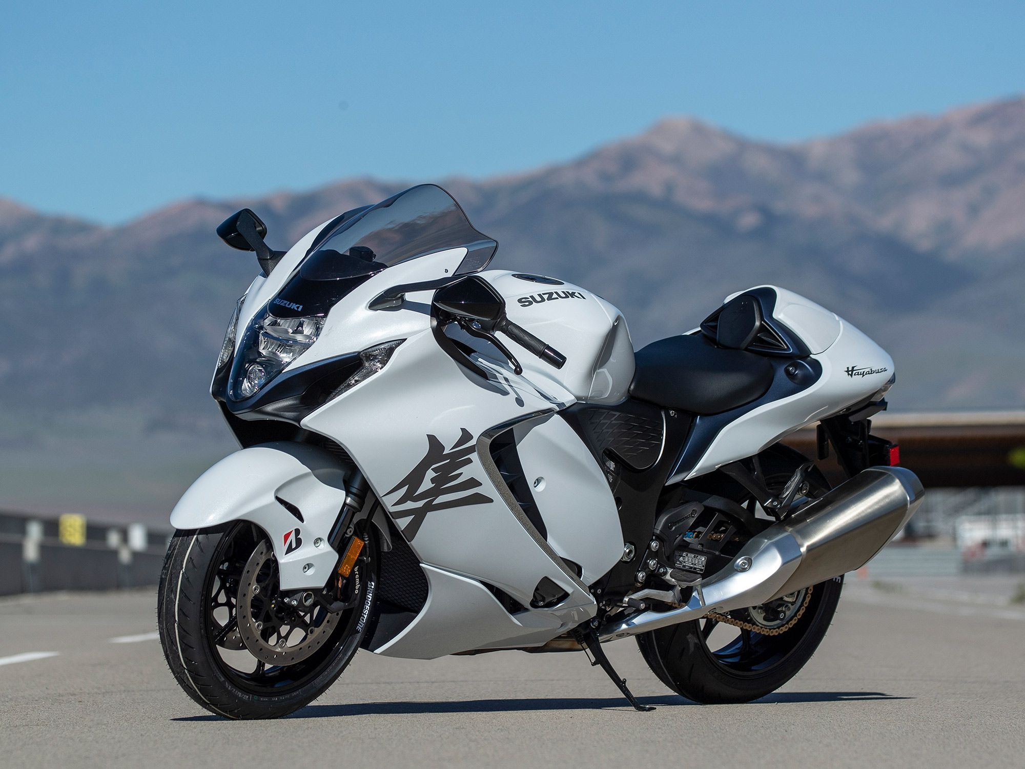 We are big fans of the sleeker and more modern appearance of Suzuki's '22 Hayabusa hypersport bike.