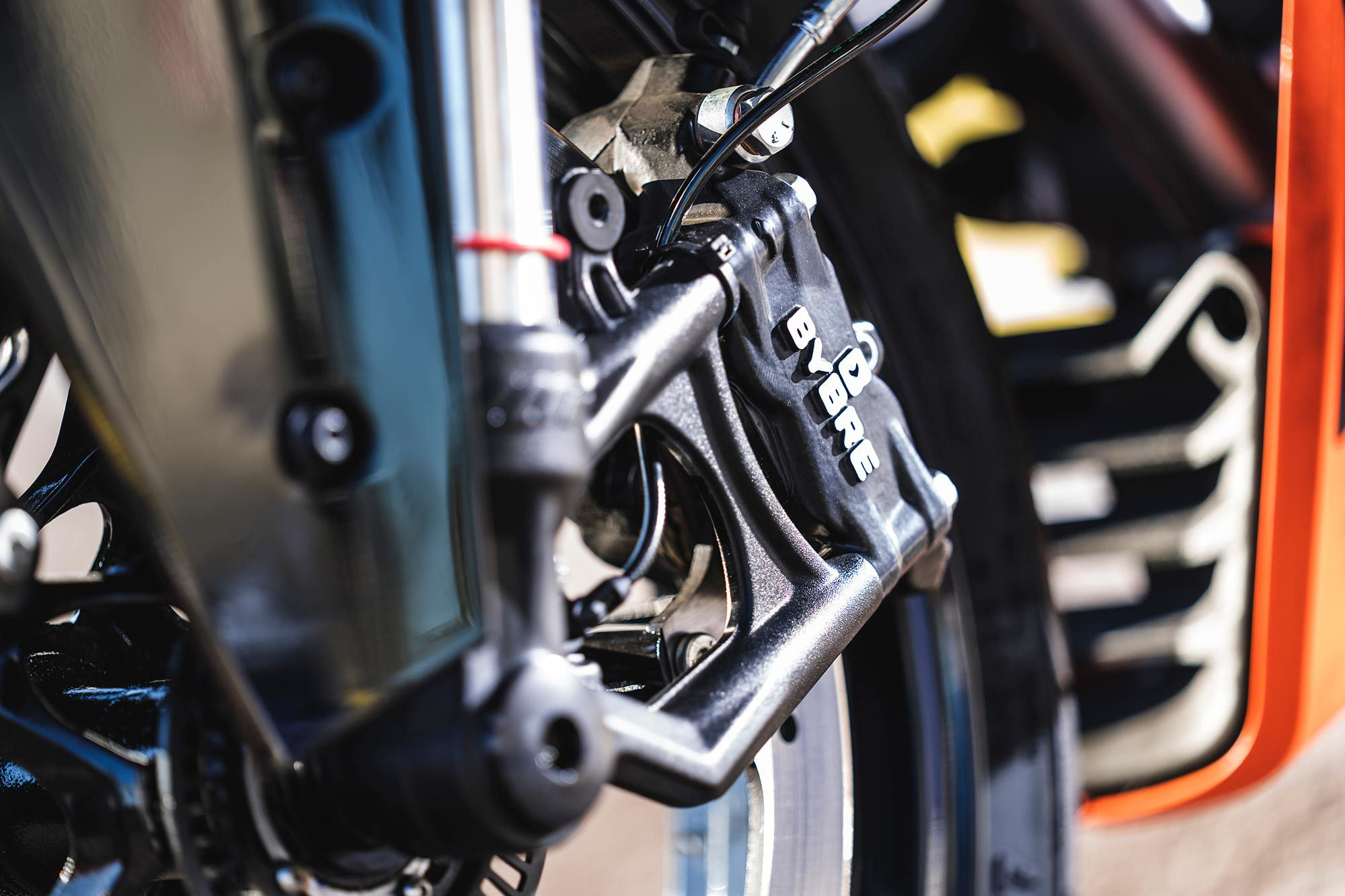 Suspension is provided by WP with a 43mm fork featuring compression adjustment (30 clicks) and rebound adjustment (also 30 clicks).