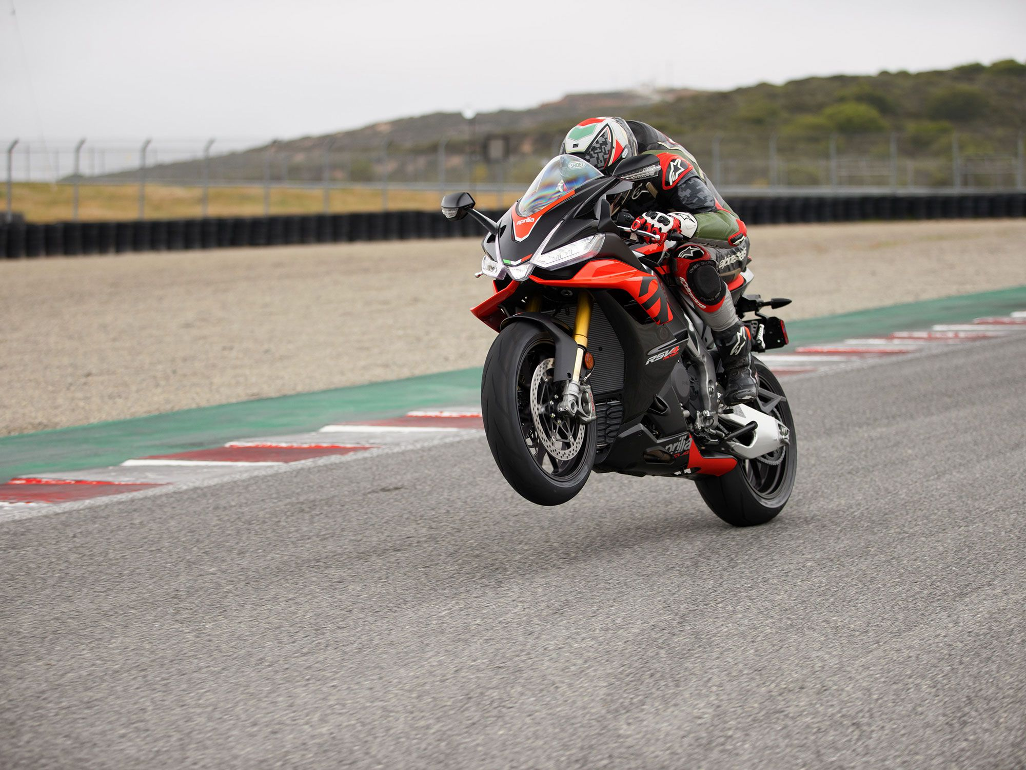 Just when you think it can't build 'em any faster, Aprilia delivers an even more powerful RSV4. It pumps out 190 ponies at the back tire.
