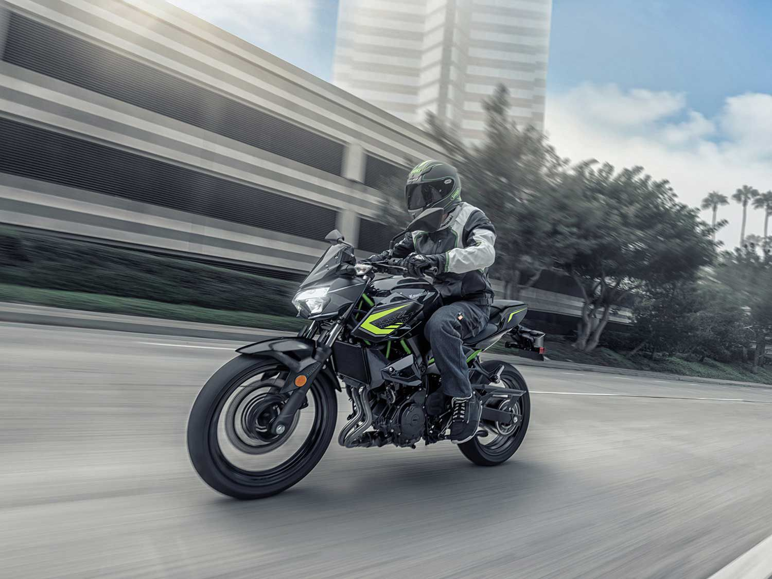 New riders and experienced riders alike will find joy on the Kawasaki Z400 ABS.