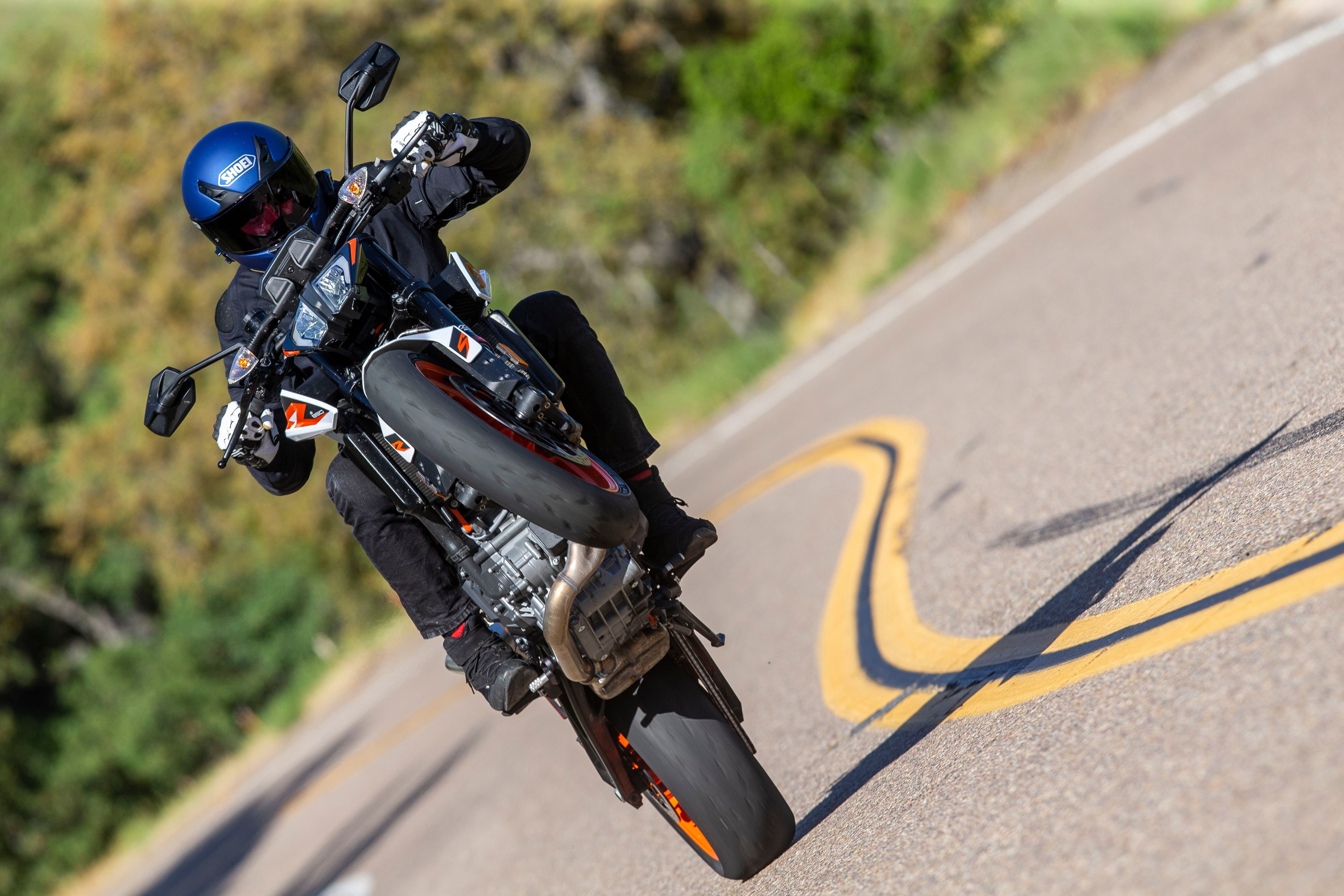 If you're looking for a relatively practical sport naked that rides even better than it looks, you need an 890 Duke R.