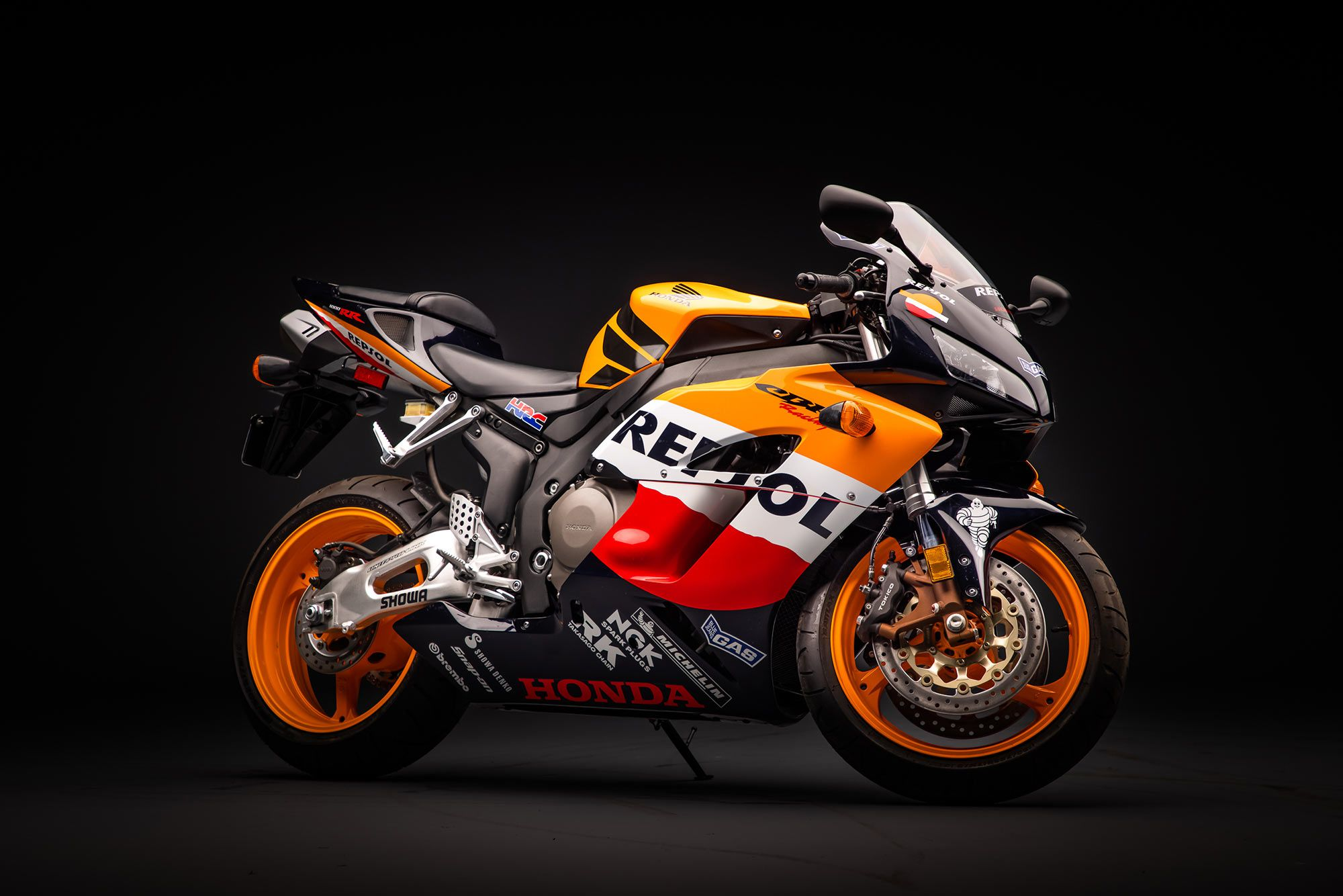 The 2005 CBR1000RR is the first-ever Repsol-edition.