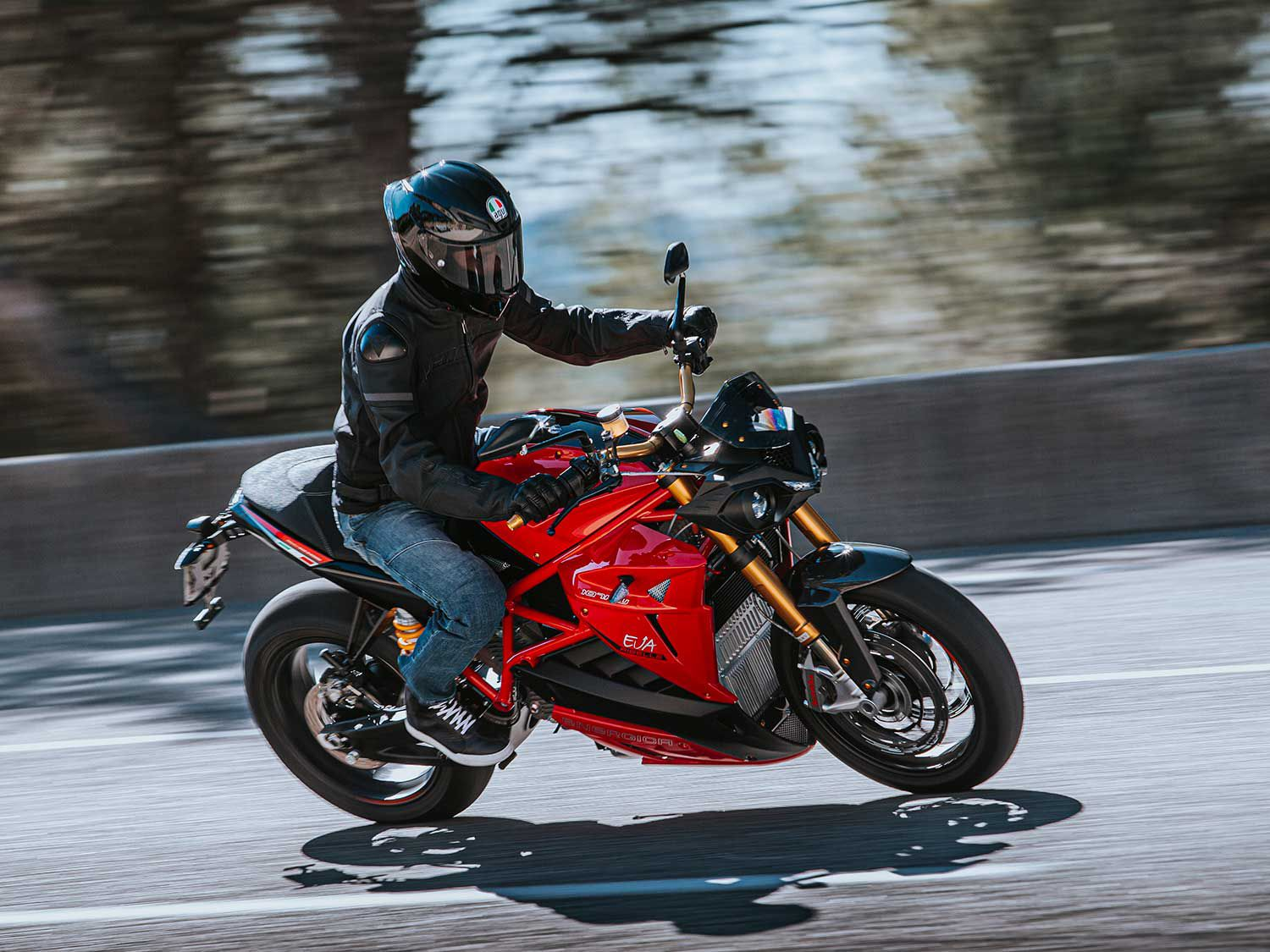 The Ribelle gets high-end and adjustable suspension components and big triple-disc brakes from Brembo.