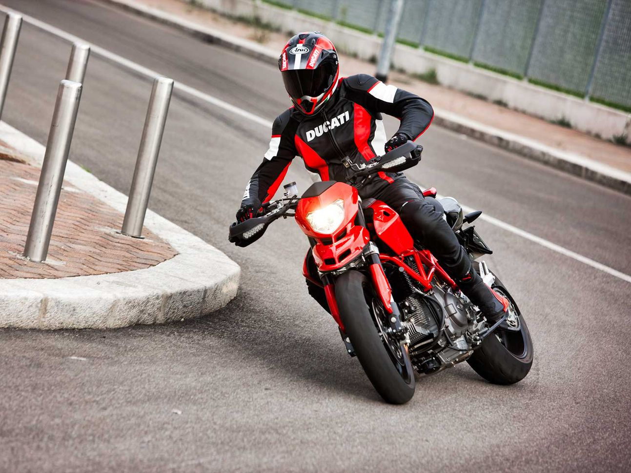 The current Hypermotard 950 represents a return to Hypermotard roots: this.
