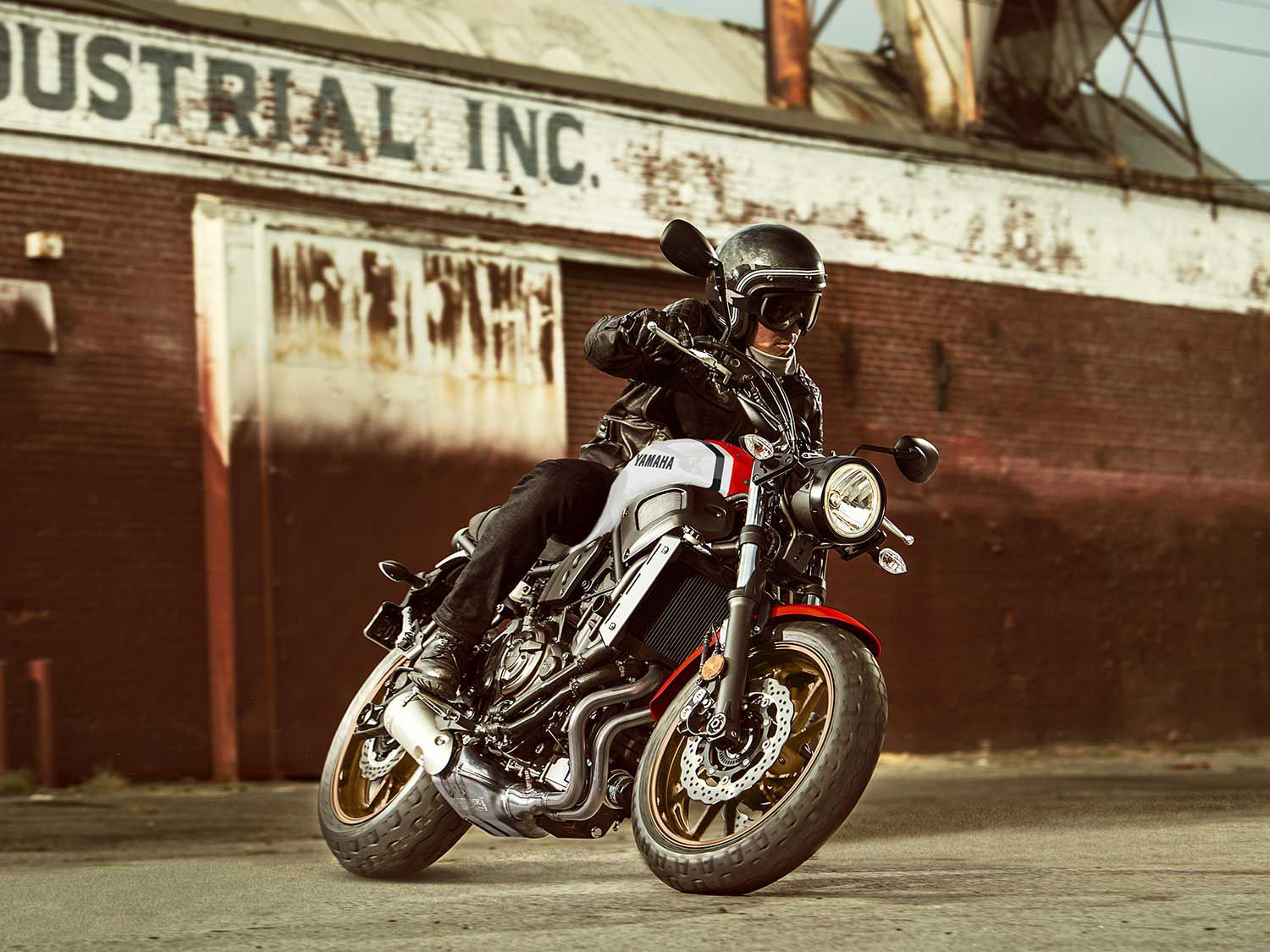 A 41mm conventional front end with 5.1 inches of travel and 3.5 inches of trail makes for a nimble wheelbase that's over an inch shorter than the XSR900.