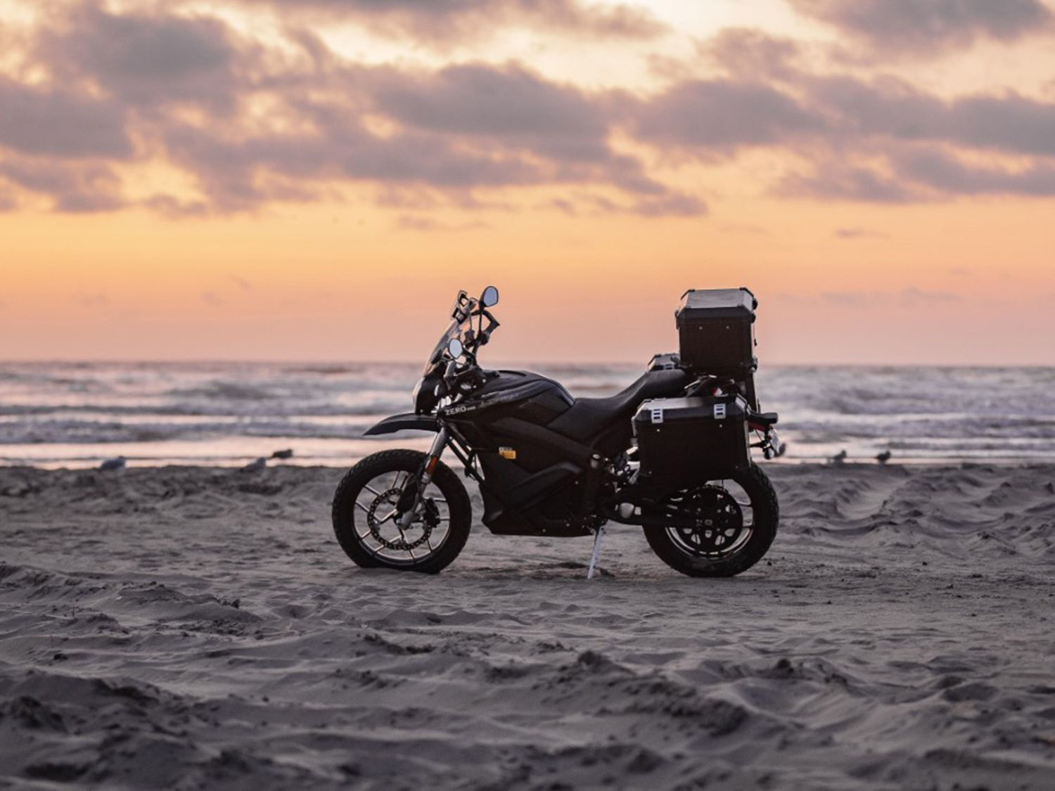 If you are looking to go a little ways off the beaten path, then the 2020 Zero DSR Black Forest might be the bike for you. Think of it as a legitimate entry-level adventure motorcycle that just happens to be electric.