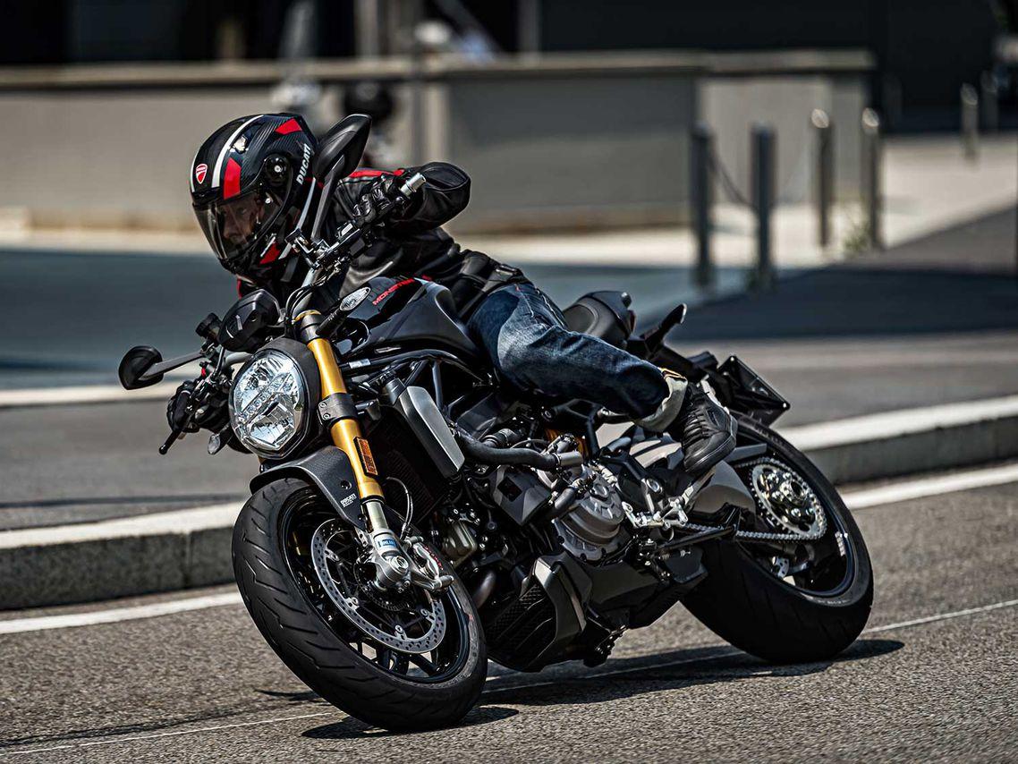 La versión Black on Black de la Monster 1200 S 2020 ofrece a los ciclistas una opción más elegante.
