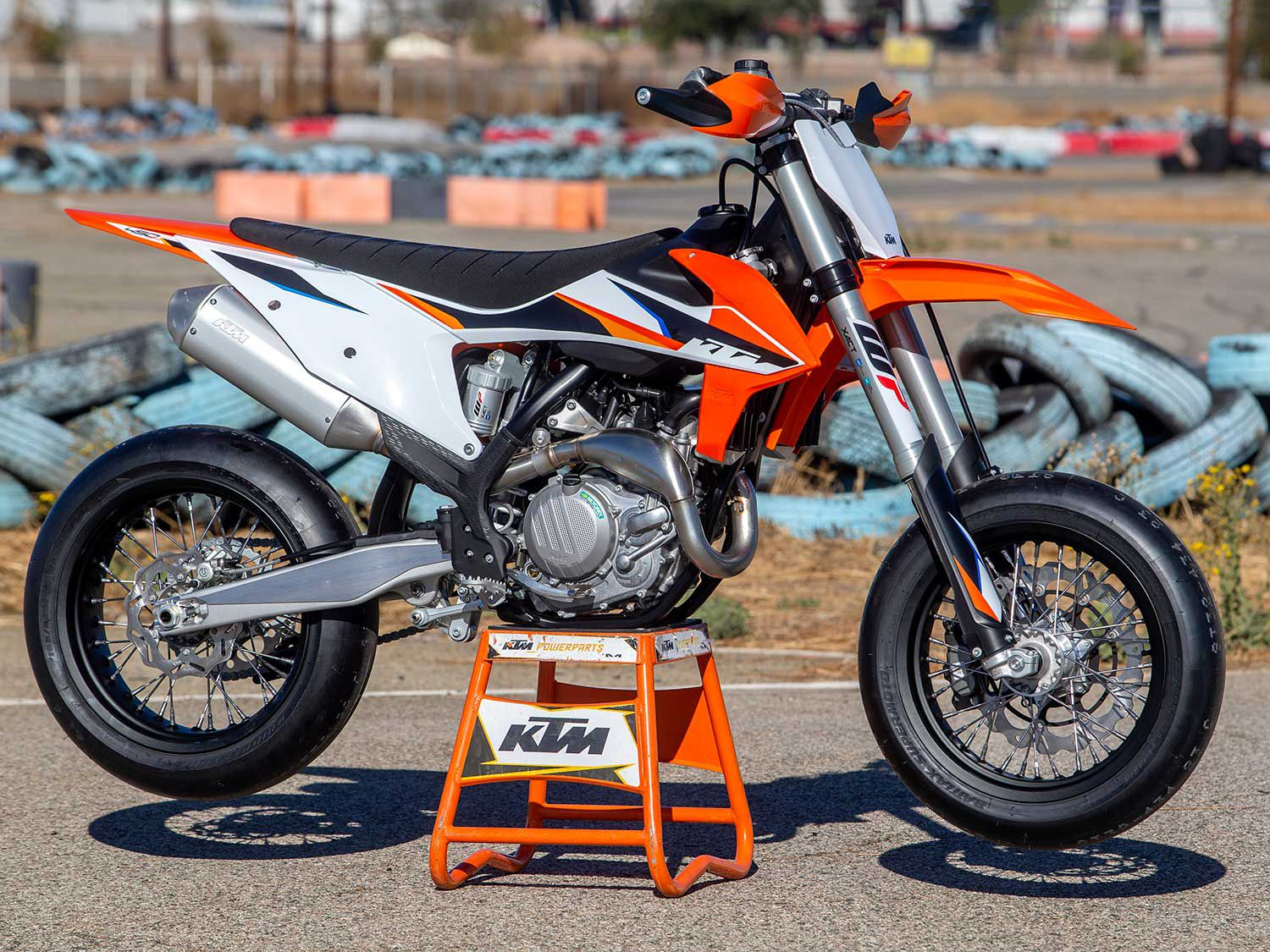 The 2021 450 SMR ($11,299) is a purpose-built competition-specification 450cc class supermoto. It swaps moto hardware for an asphalt setup.