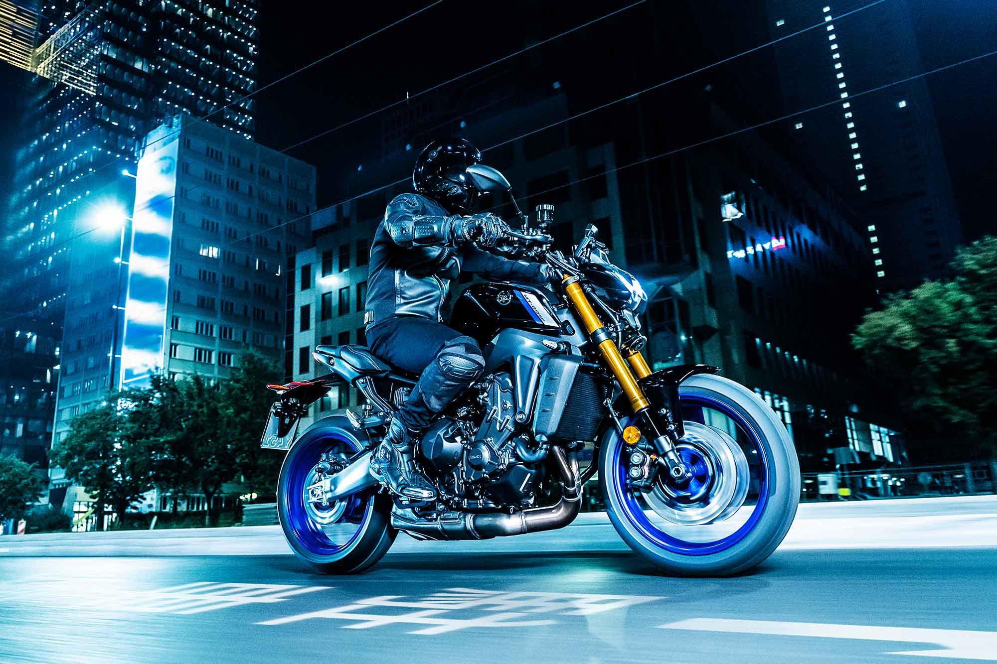 2021 Yamaha MT-09 SP (Raven / Liquid Metal)