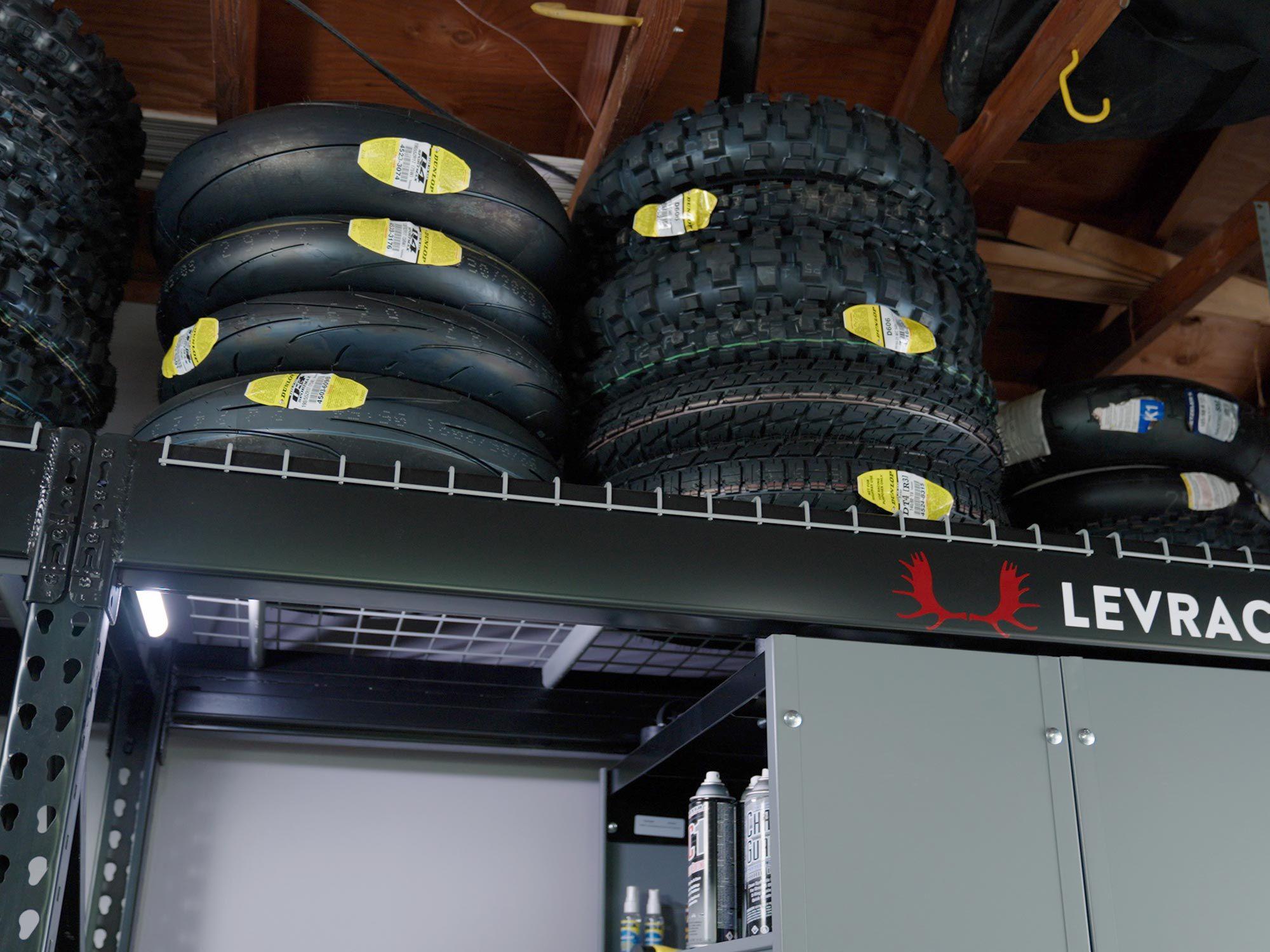 Het model Levrack 873 is gebaseerd op een palletrekontwerp en is in staat om zware lasten te dragen.