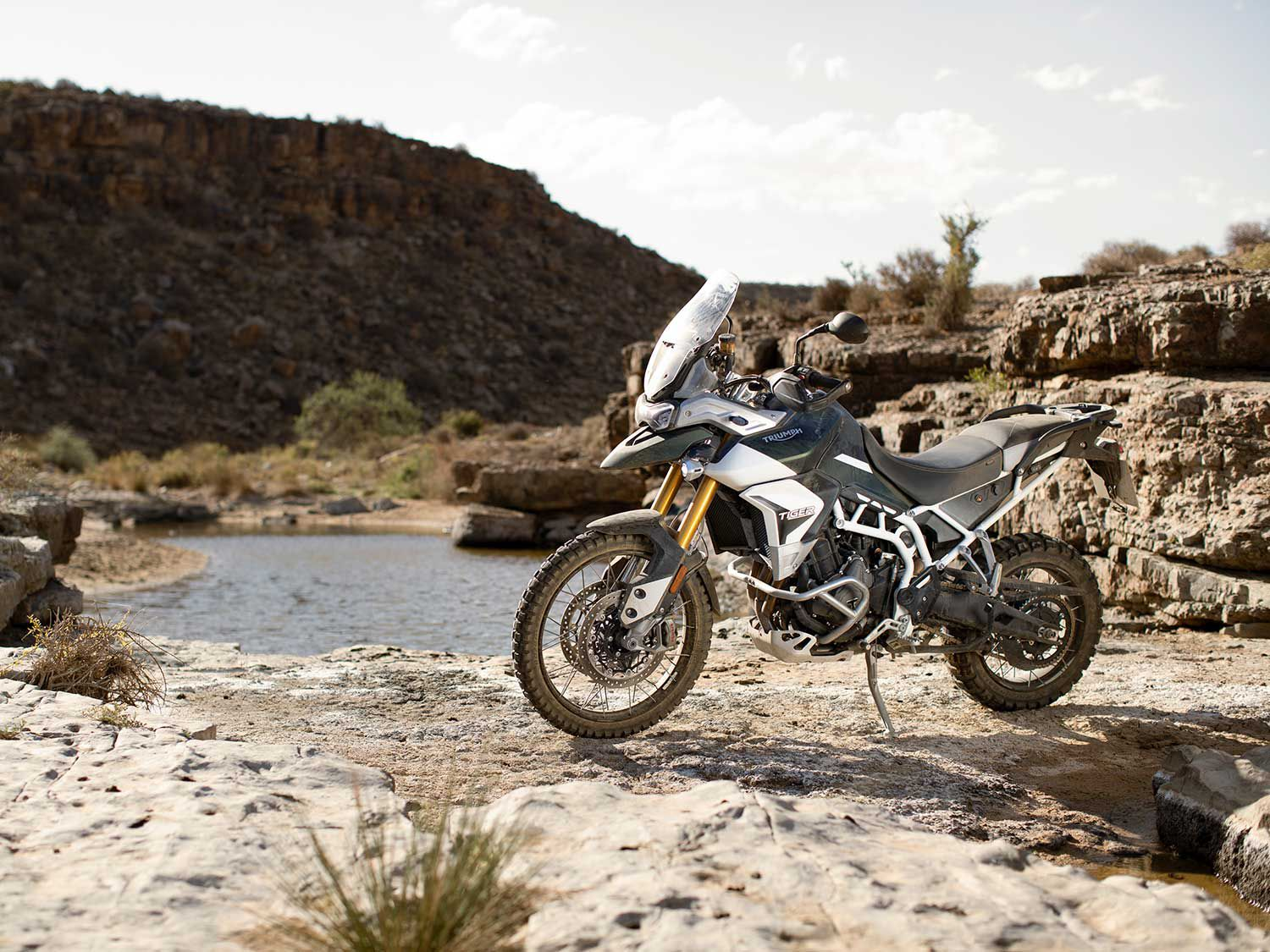 The Rally edition Tiger 900 is equipped with a dirt-bike-sized 21-inch front wheel which allows riders to comfortably traverse difficult terrain.