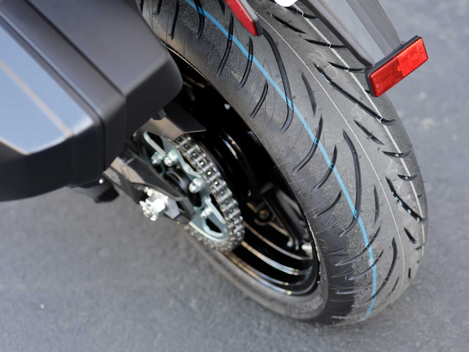 Bridgestone's marvelous and well-rounded Battlax T31 sport-touring tires are OE fitment on the Versys 1000.