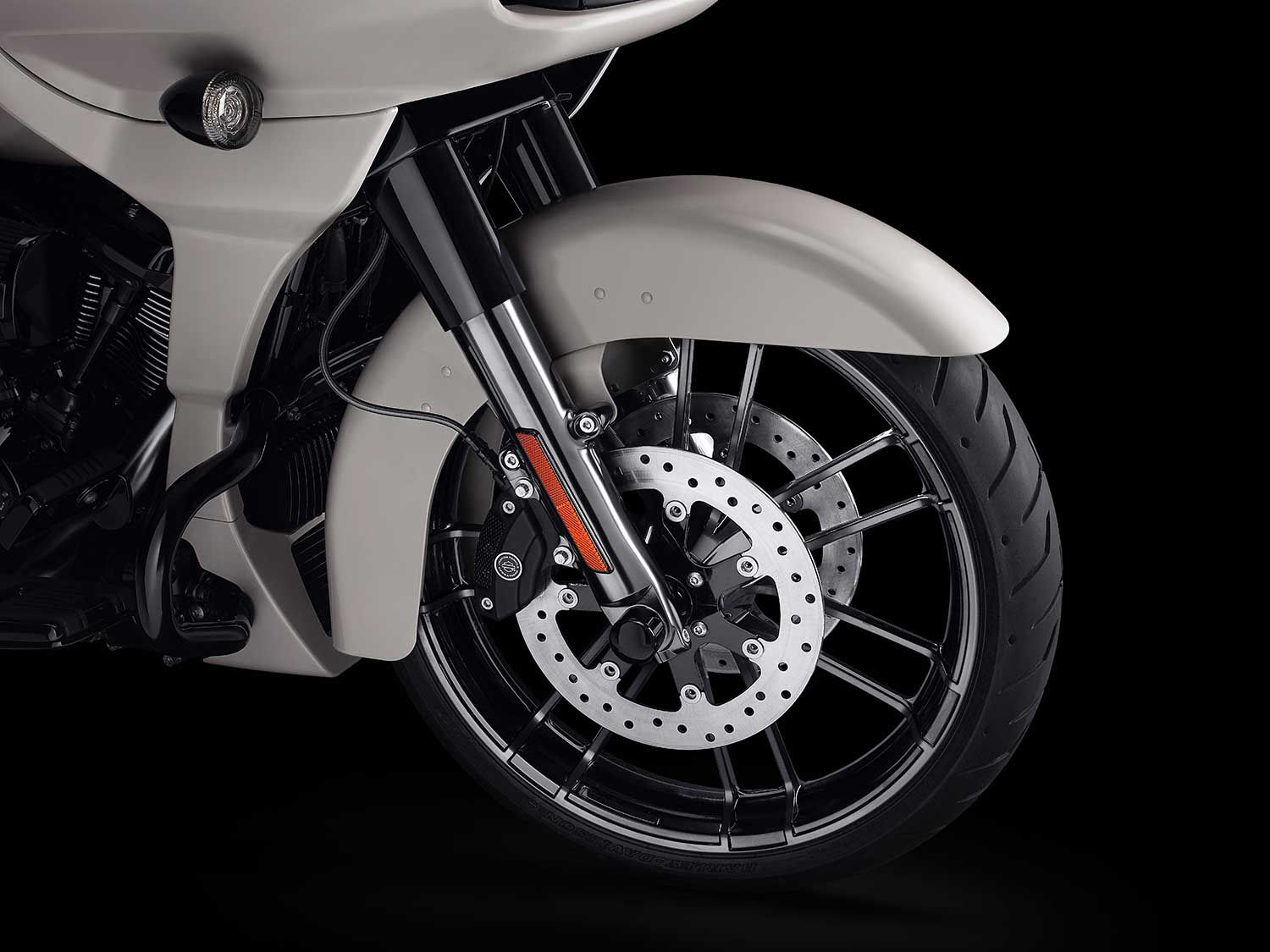 Dual-disc 300mm brakes work in conjunction with a series of electronic aids to maximize safety.