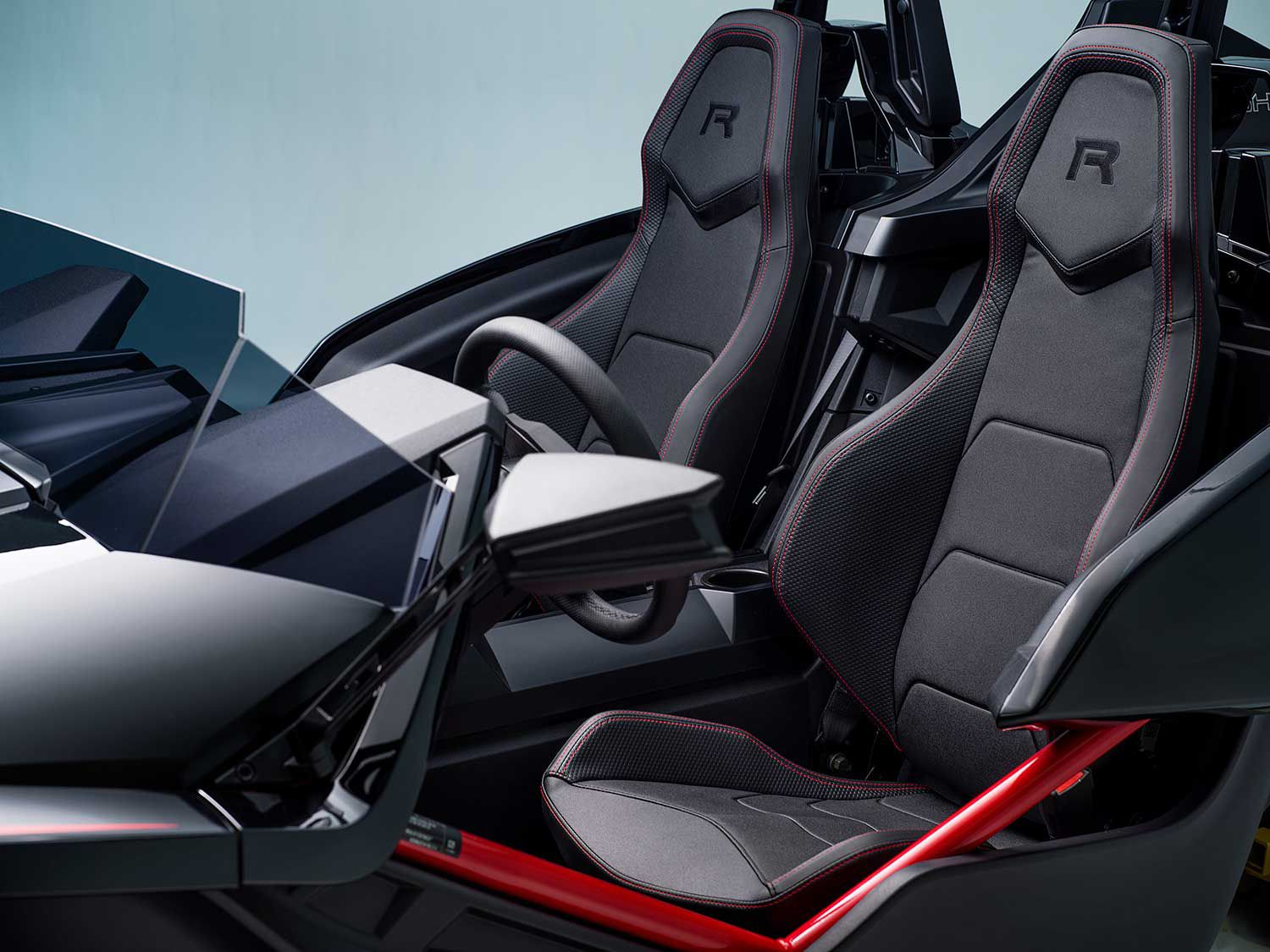 Slingshot R models receive sport bucket seats.