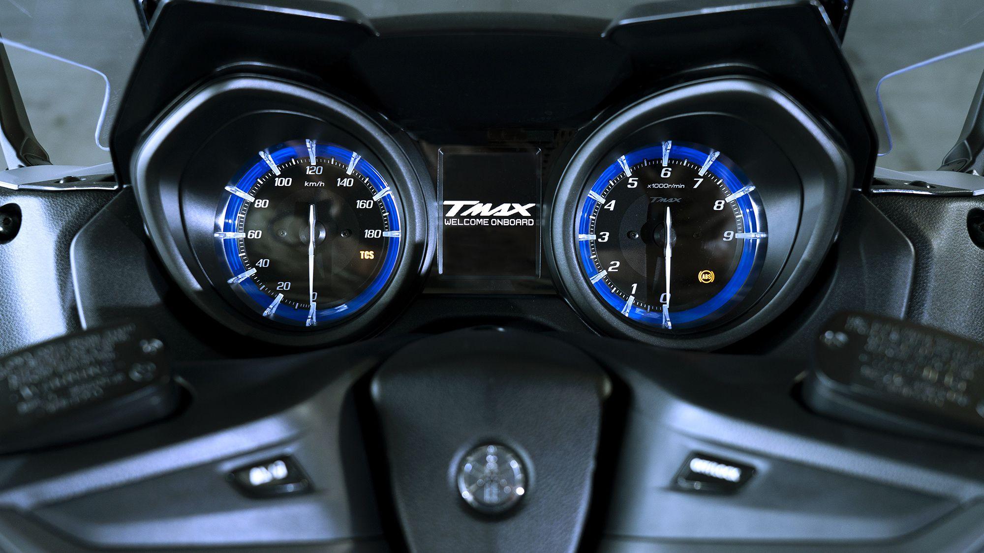 TMAX 560 instrument panel.