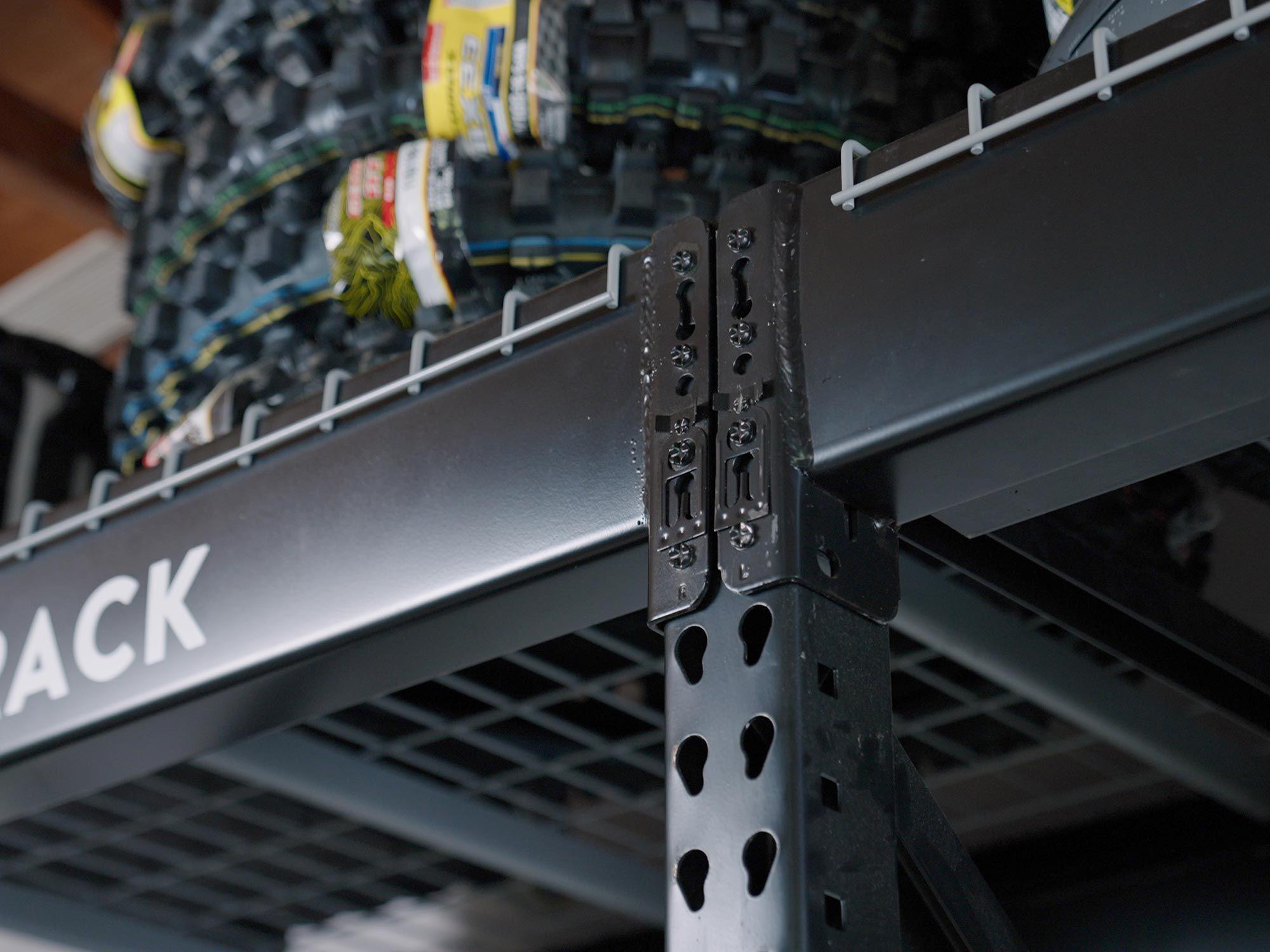 De armen worden bevestigd via gebruiksvriendelijke push-pins die een stevige verbinding maken.