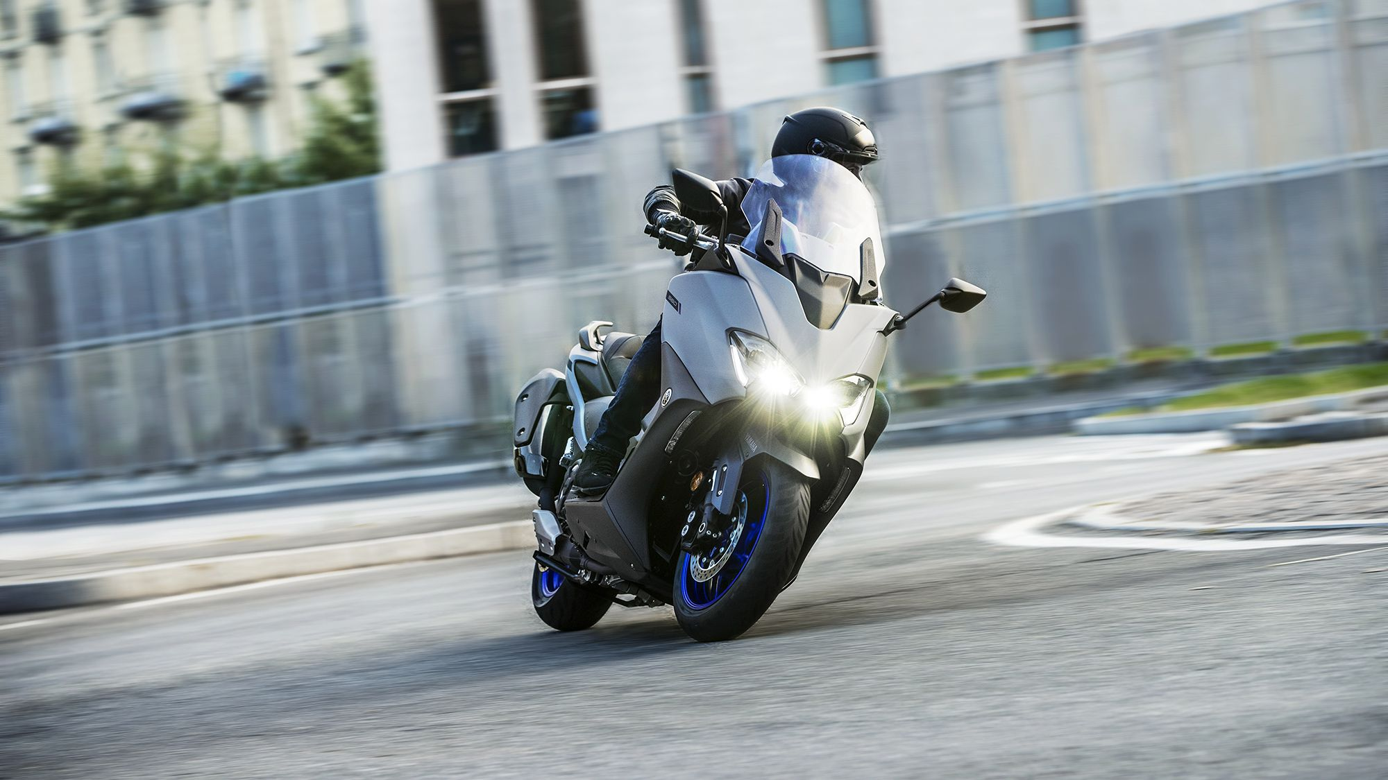 Yamaha keeps weight low in the 560 for optimal handling characteristics.