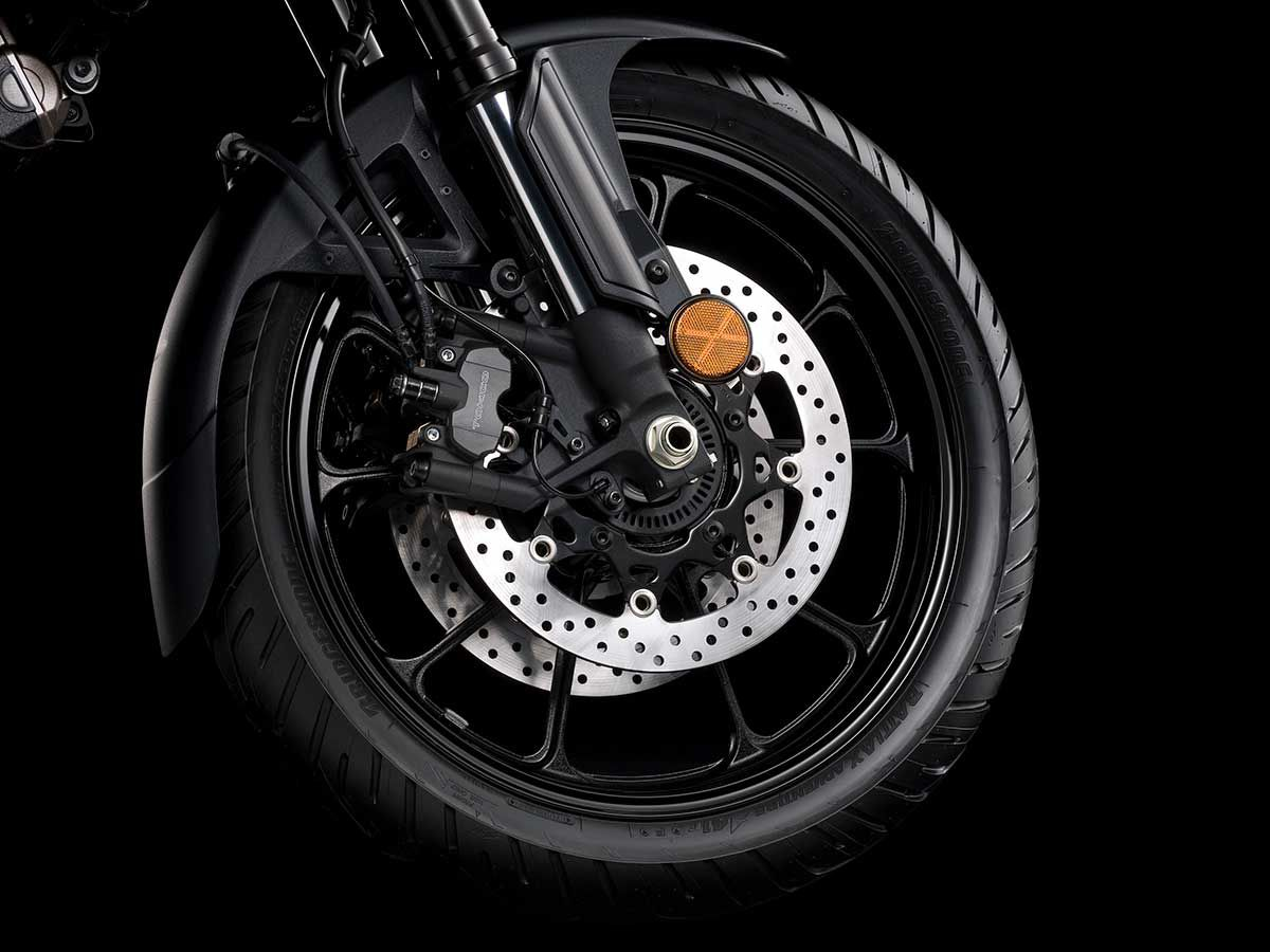 Tokico Monoblock, four-piston calipers and 310mm floating-mount dual discs provide impressive stopping power. They work with the Motion Track Anti-lock and Combination Brake System for enhanced stopping performance.