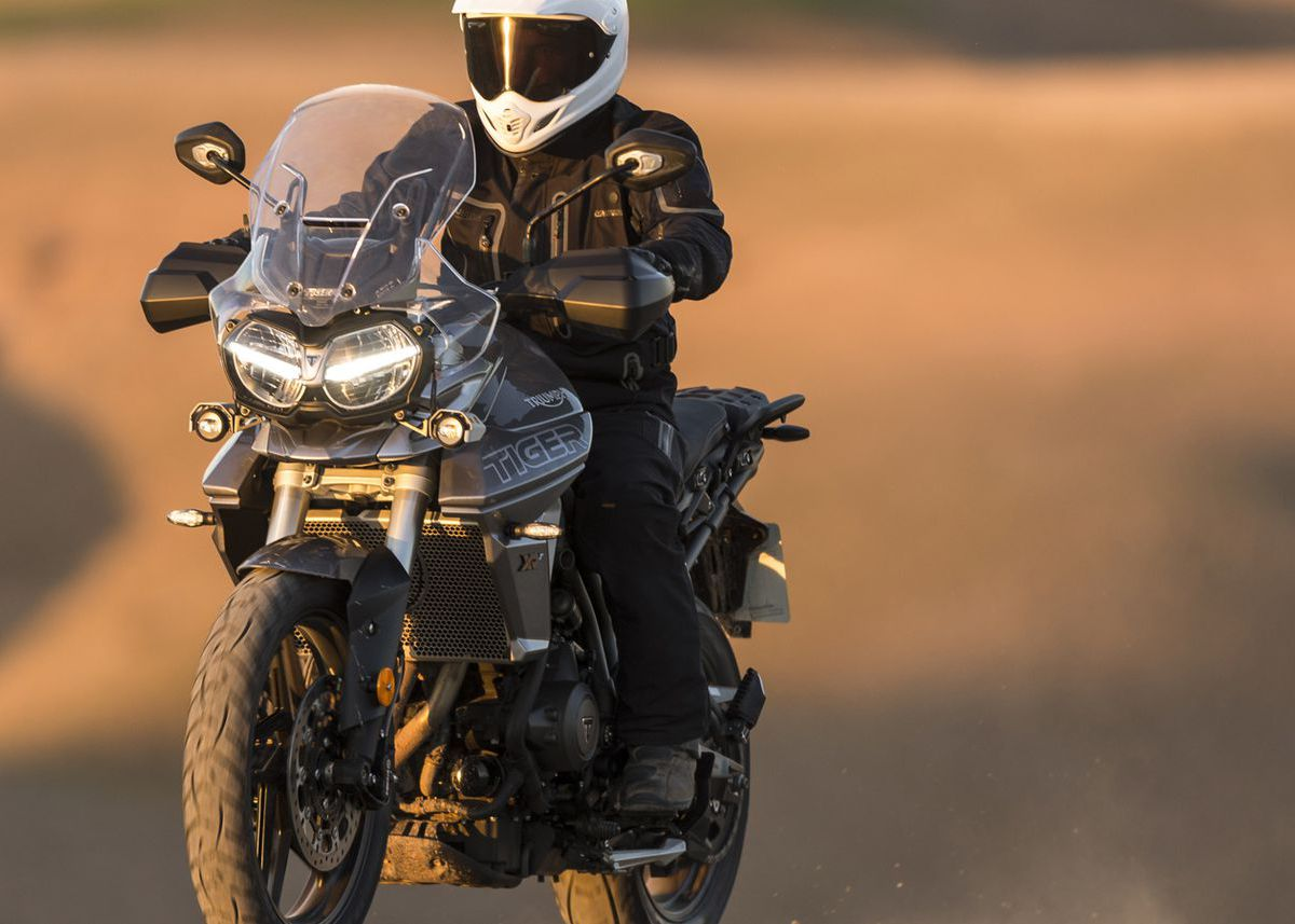 The Triumph Tiger 800 XRx Low comes in a low option that every short motorcycle rider can consider.