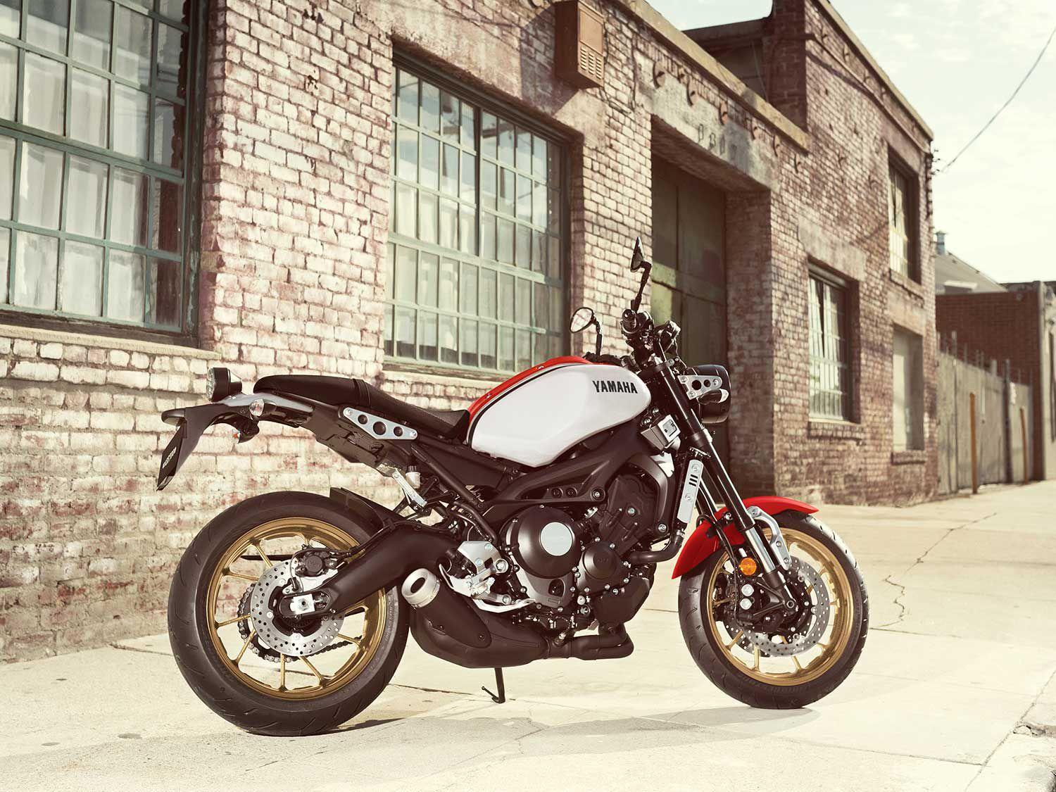 Yamaha's 2020 XSR900 blends sportbike tech and performance with retro styling.