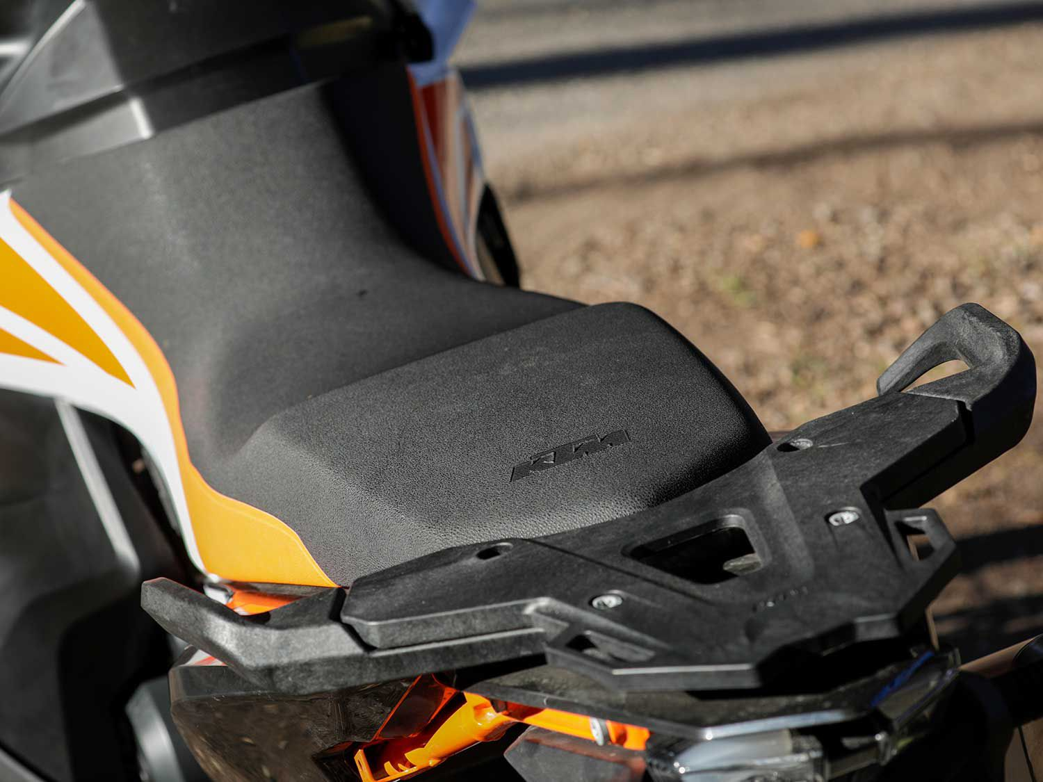 The R-spec model trades a height-adjustable two-piece saddle for this fixed seat. It is designed to be easier to maneuver across when riding across treacherous terrain.