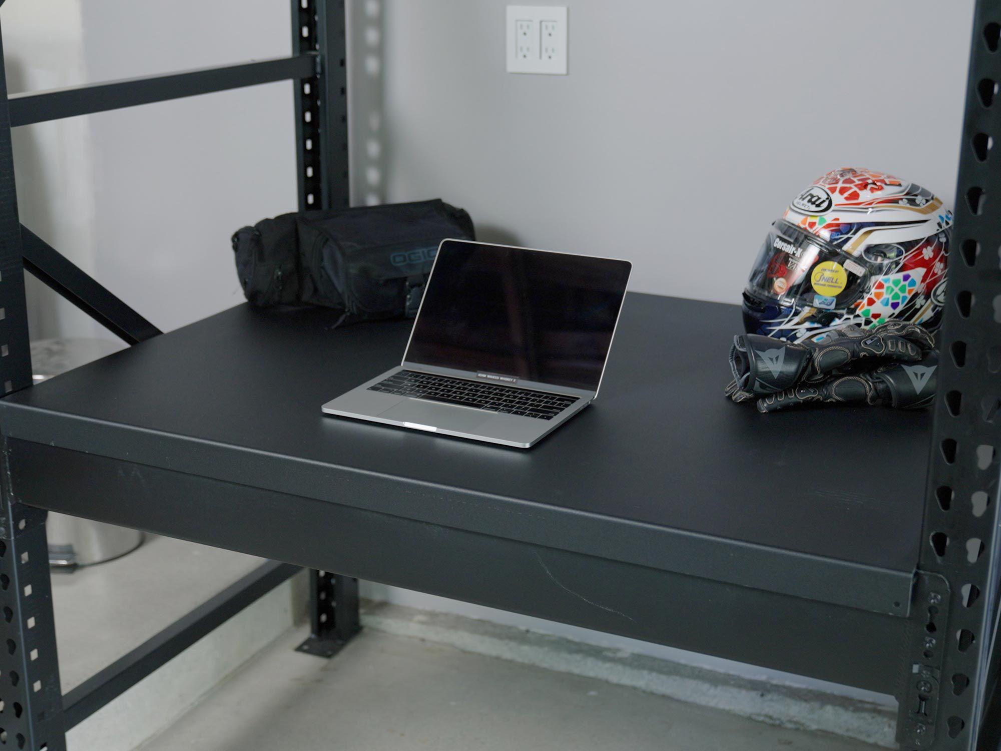 Optionele werkstations van vier en twee meter lang maken van uw Levrack-systeem een functionele werkruimte.