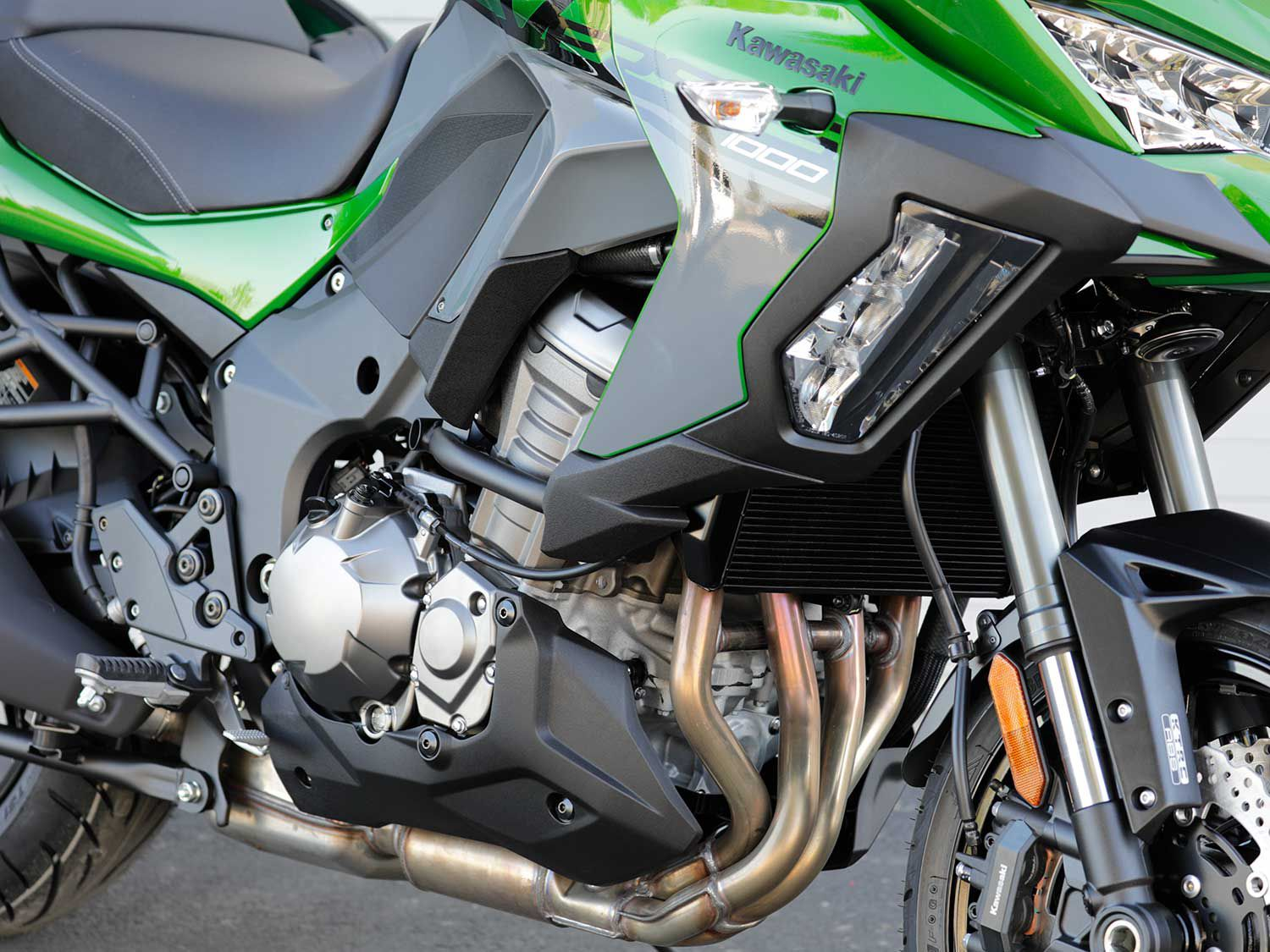 The Versys 1000 is powered by Kawasaki's tried-and-true 1,043cc inline-four. The engine has been retrofitted with exquisitely calibrated ride-by-wire throttle control. This enables multiple engine/throttle response maps and cruise control.