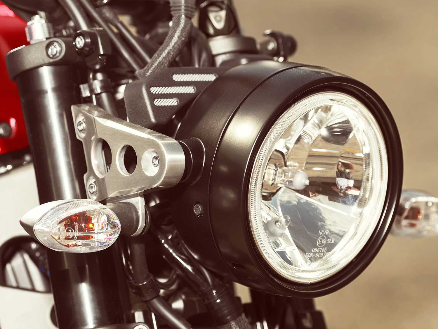 The round headlight with aluminum ears sports the classic look of an old XS-series Yamaha.