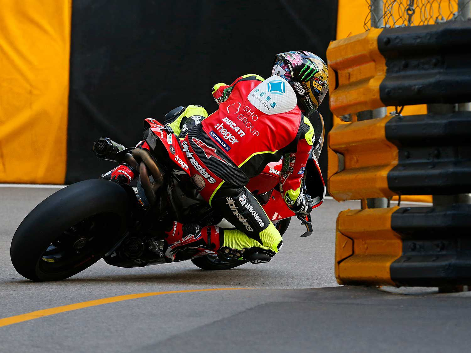 John McGuinness (PBM Ducati) between the walls and the barriers at the Melco Hairpin.