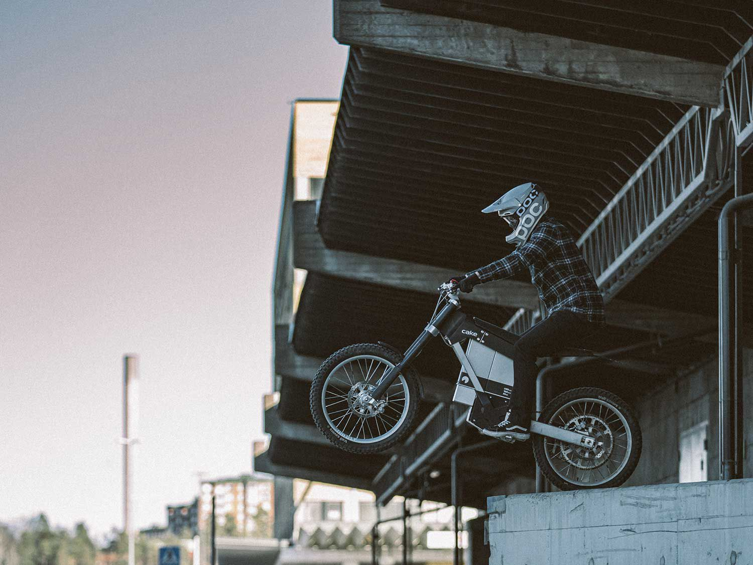 The INK's 6061 aluminum frame and swingarm are the same as the Kalk OR.