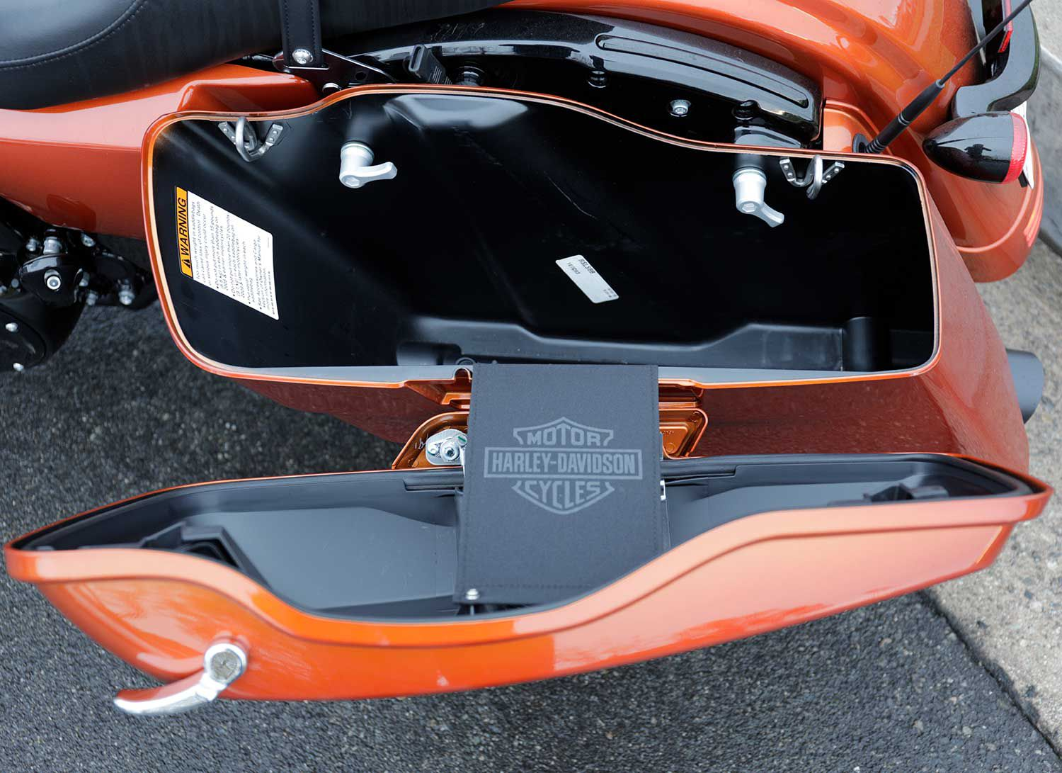 Touring-friendly. Two lockable storage cases make it easier to escape town for the day, or night.