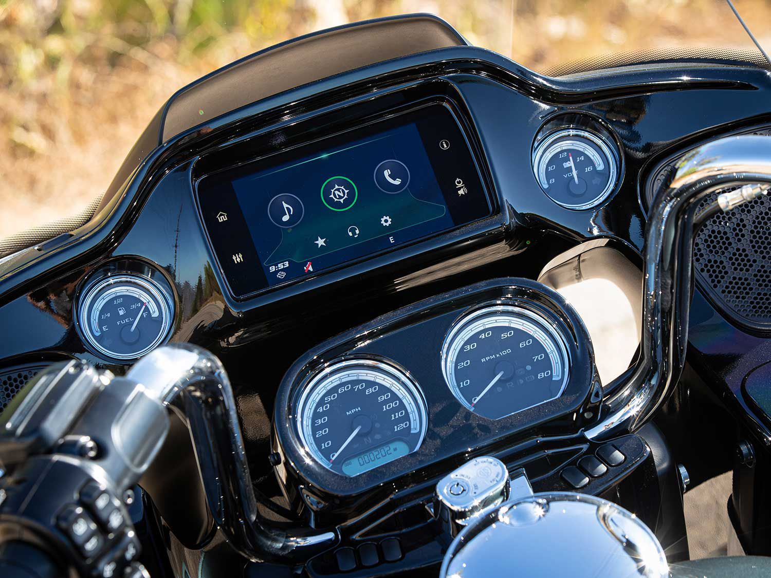 Even with the additions of Gorilla Glass and Apple CarPlay last year, H-D's infotainment system feels dated compared to other manufacturers.
