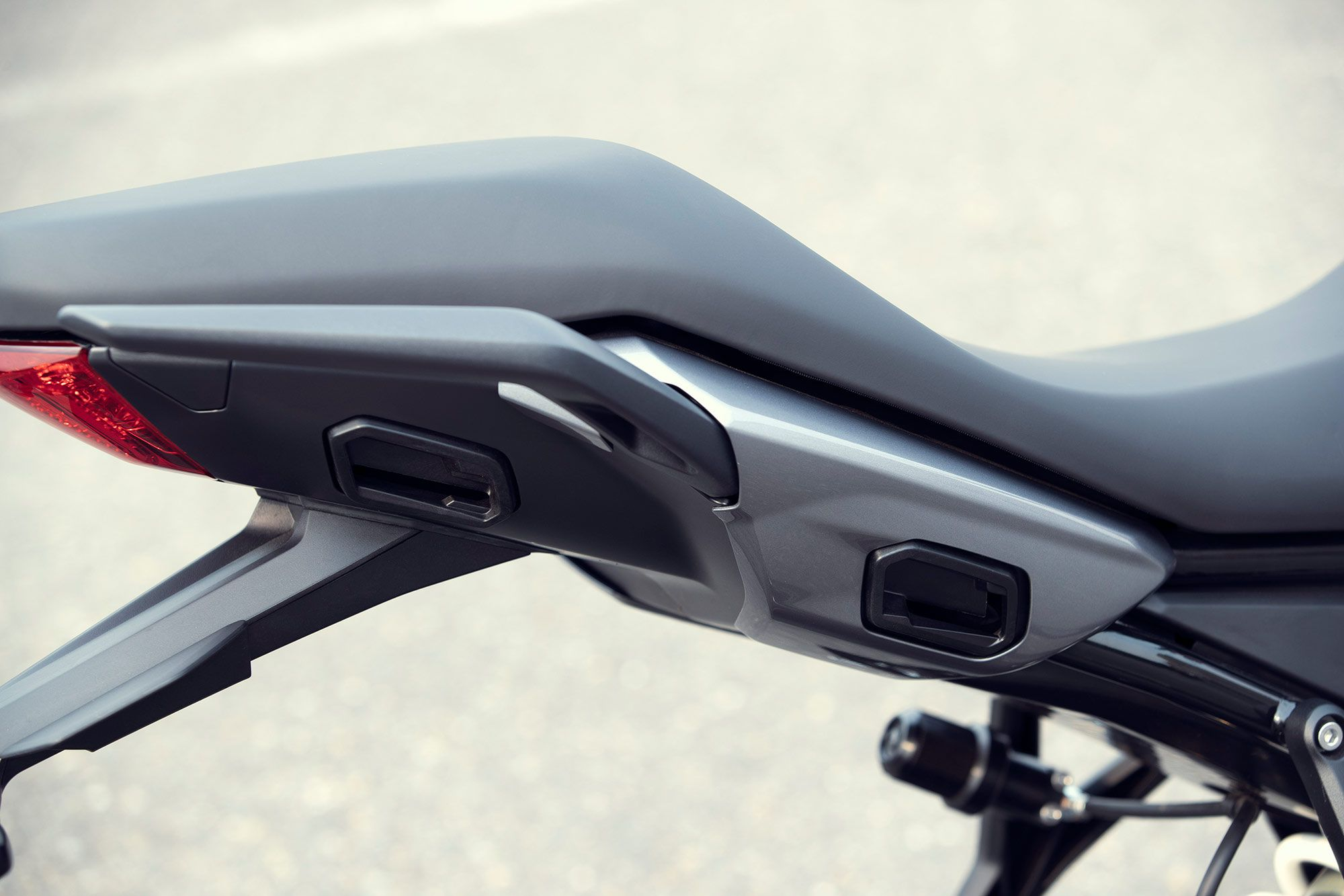 The Tigers two-up seating is comfortable with a relatively easy seat height of 32.9 inches for the pilot and integrated pillion grab handles fitted as standard on both sides.