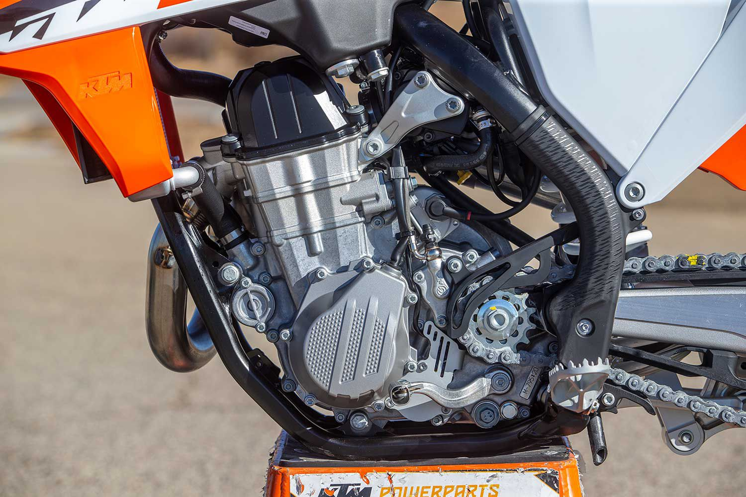 The SMR is powered by KTM's 449cc single that's good for nearly 55 ponies at the tire. The engine is water-cooled and fuel injected. Plus it benefits from electric start.